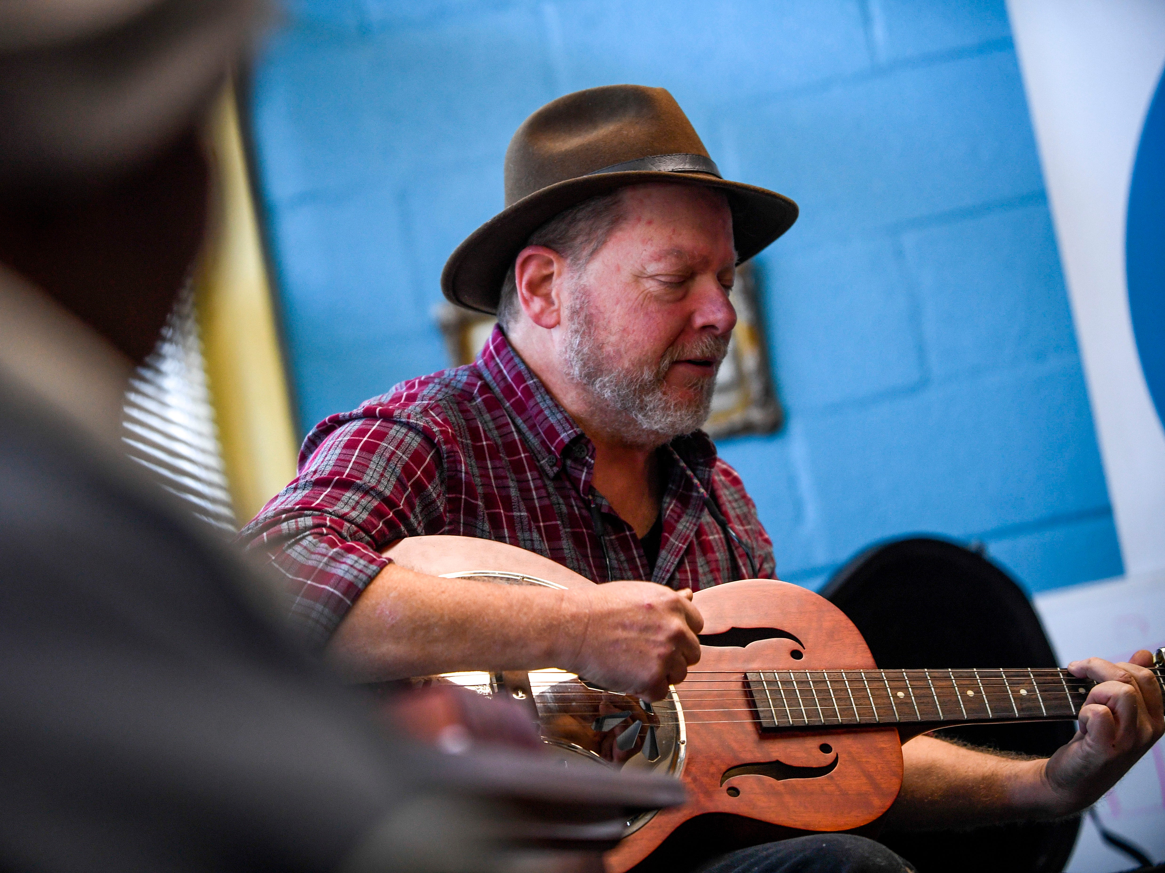 Lee Gaugh, director of Safe Harbor, sings praise songs before serving food at the annual Thanksgiving meal put on by Safe Harbor Day Mission in Jackson, Tenn., on Wednesday, Nov. 21, 2018.