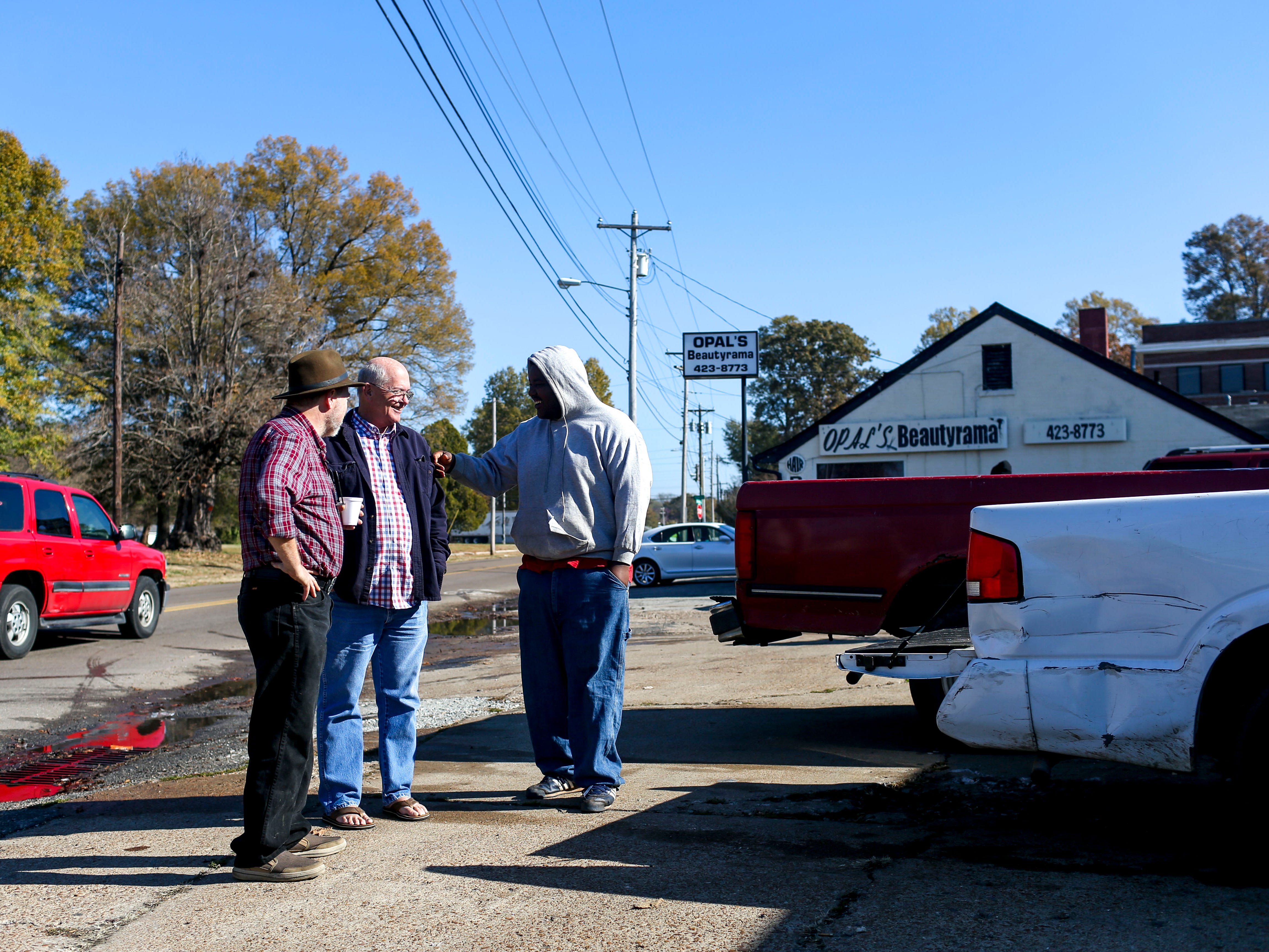 """Lee Gaugh, left, Pat Parham, second left, and """"Mumbles"""" chat outside the soup kitchen at the annual Thanksgiving meal put on by Safe Harbor Day Mission in Jackson, Tenn., on Wednesday, Nov. 21, 2018."""