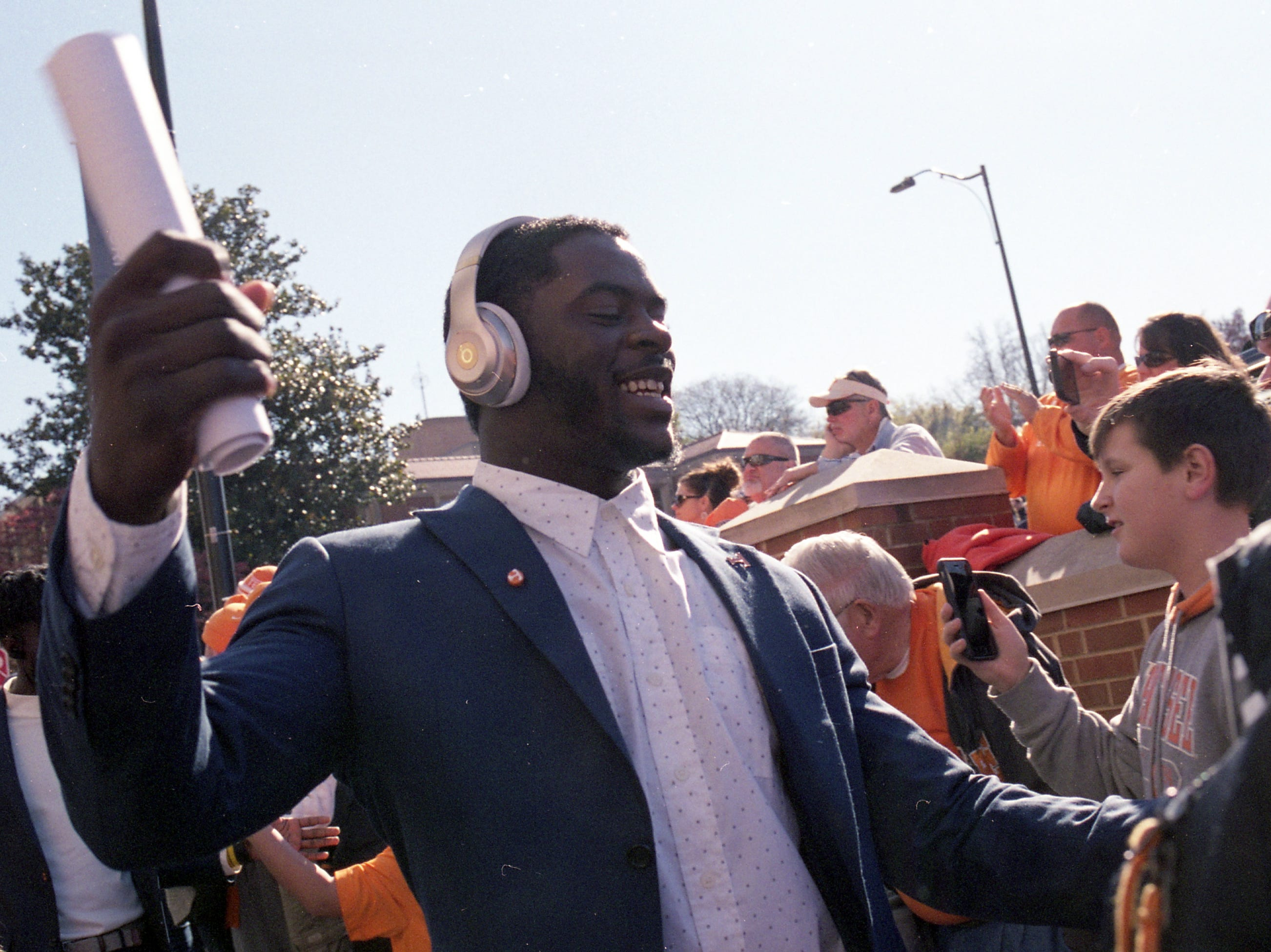 Tennessee linebacker Darrell Taylor (19) greets fans at the Vol Walk during a game between Tennessee and Missouri at Neyland Stadium in Knoxville, Tennessee on Saturday, November 17, 2018.
