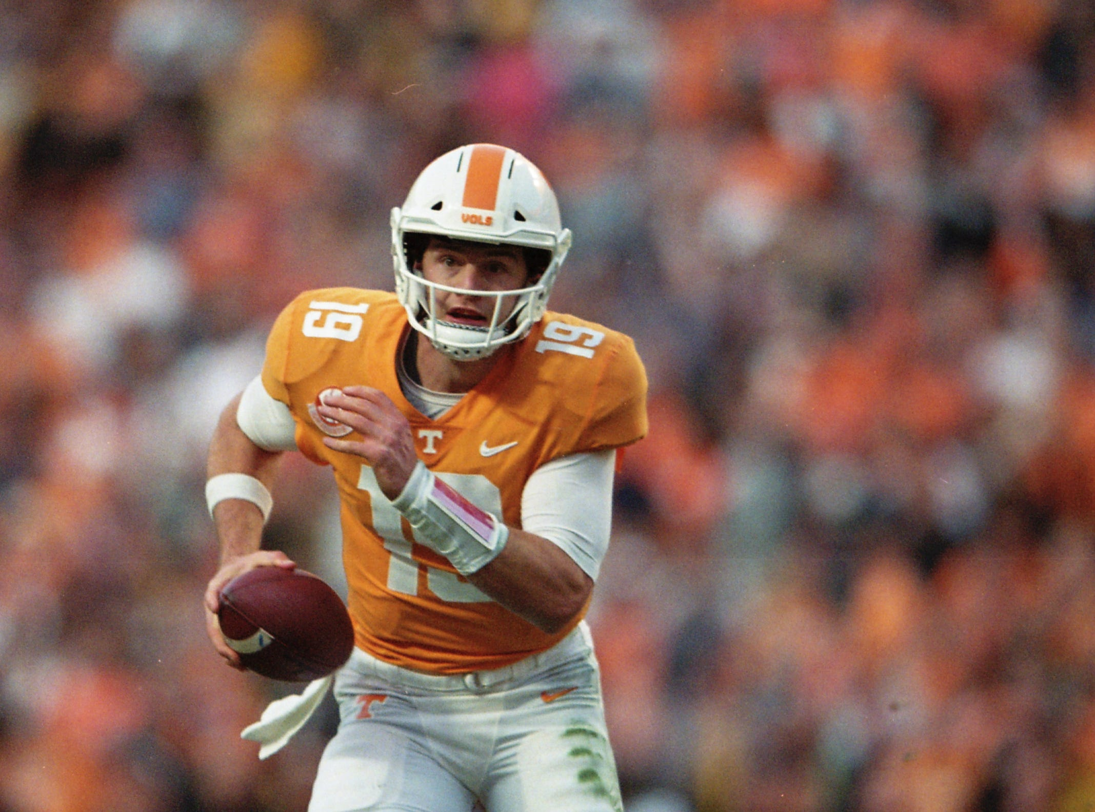 Tennessee quarterback Keller Chryst (19) looks to pass during a game between Tennessee and Missouri at Neyland Stadium in Knoxville, Tennessee on Saturday, November 17, 2018.