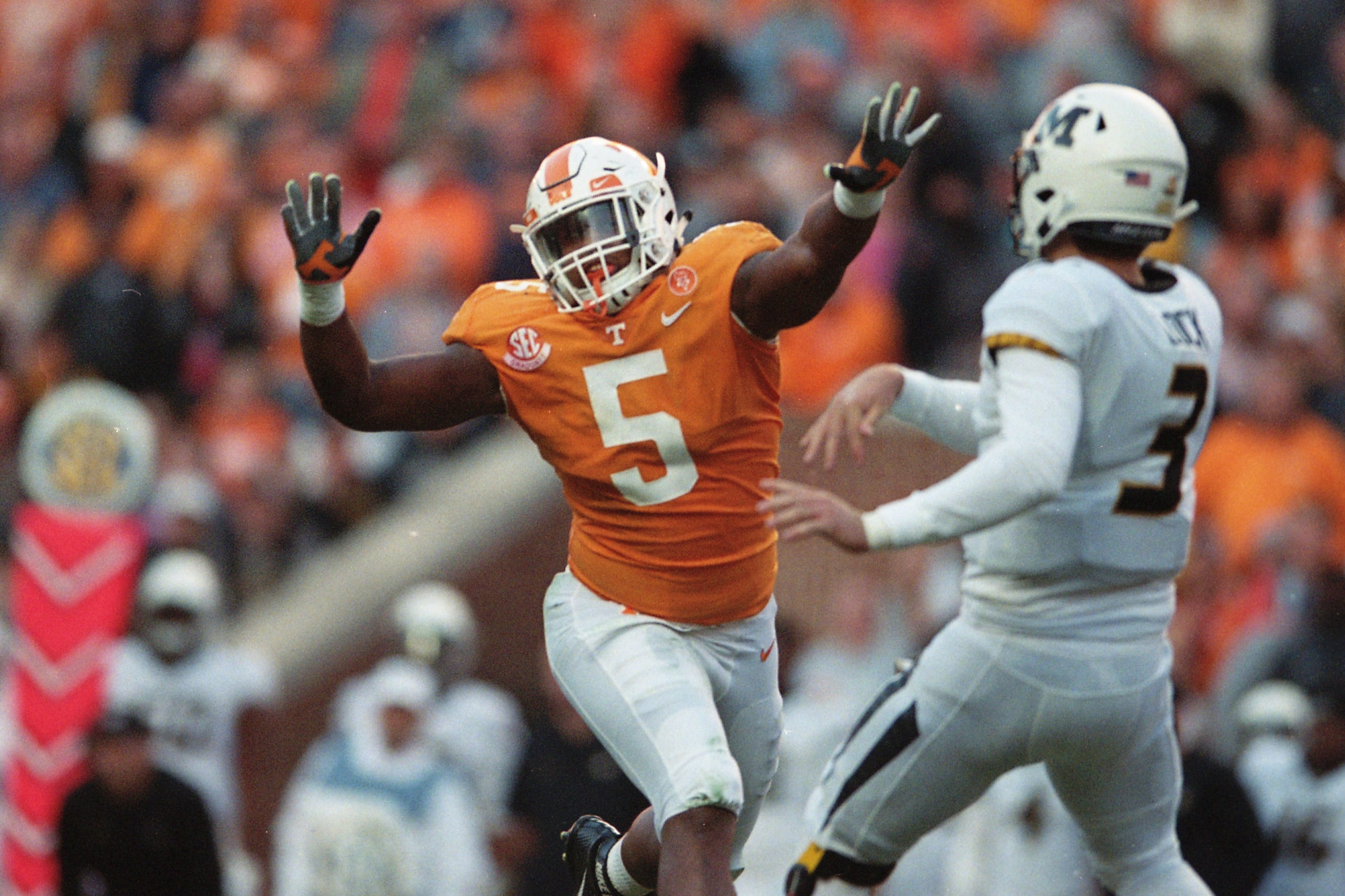 low cost 646e0 934c3 Tennessee Vols defensive lineman Kyle Phillips