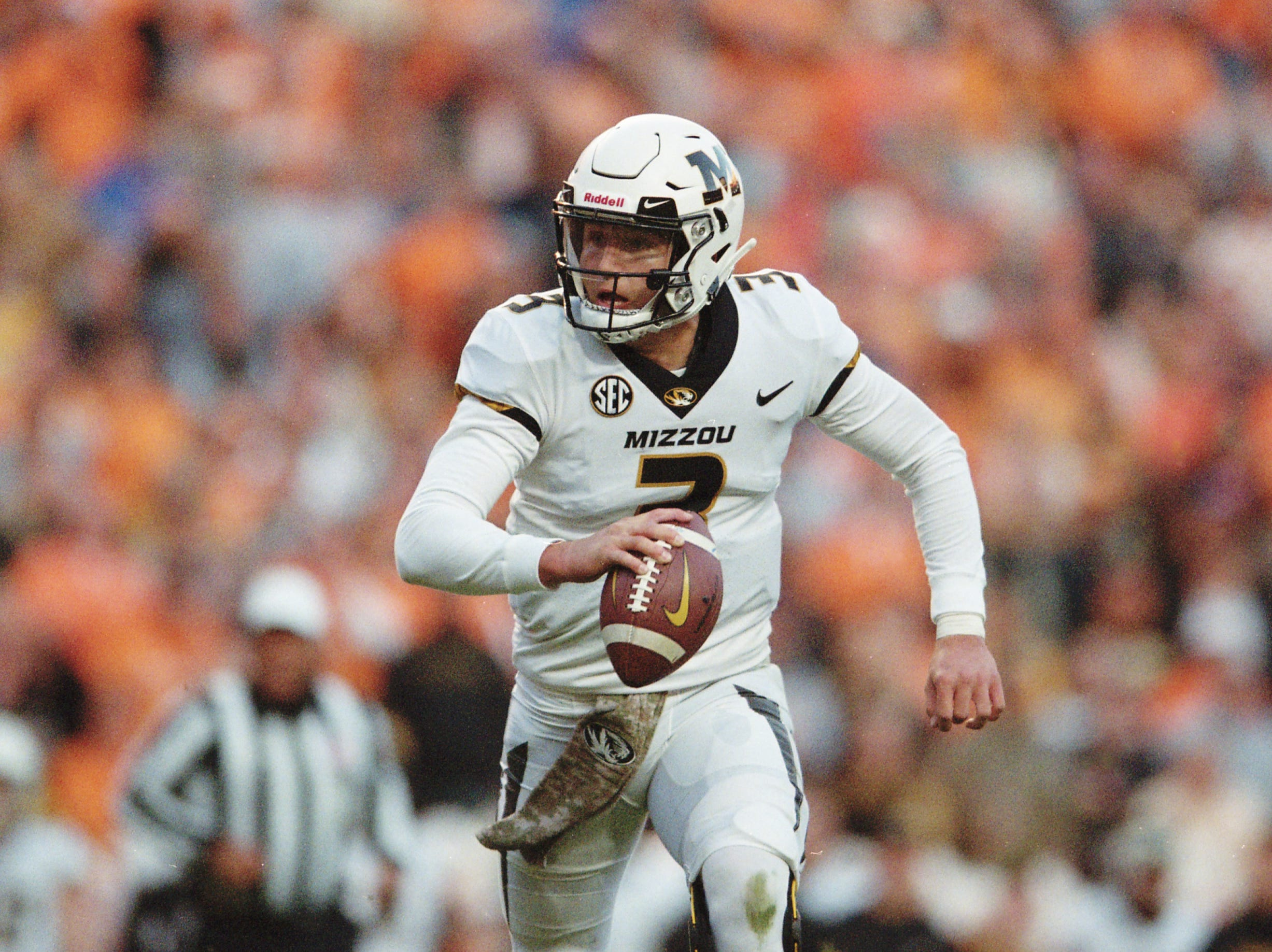 Missouri quarterback Drew Lock (3) looks to pass during a game between Tennessee and Missouri at Neyland Stadium in Knoxville, Tennessee on Saturday, November 17, 2018.