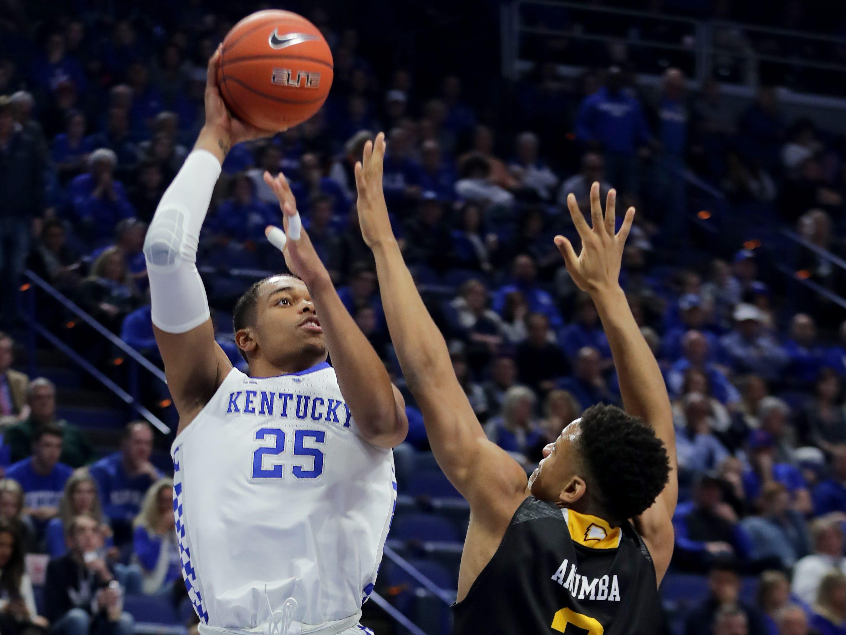 Kentucky's P.J. Washington scores over Winthrop's Michael Anumba. Nov. 21, 2018