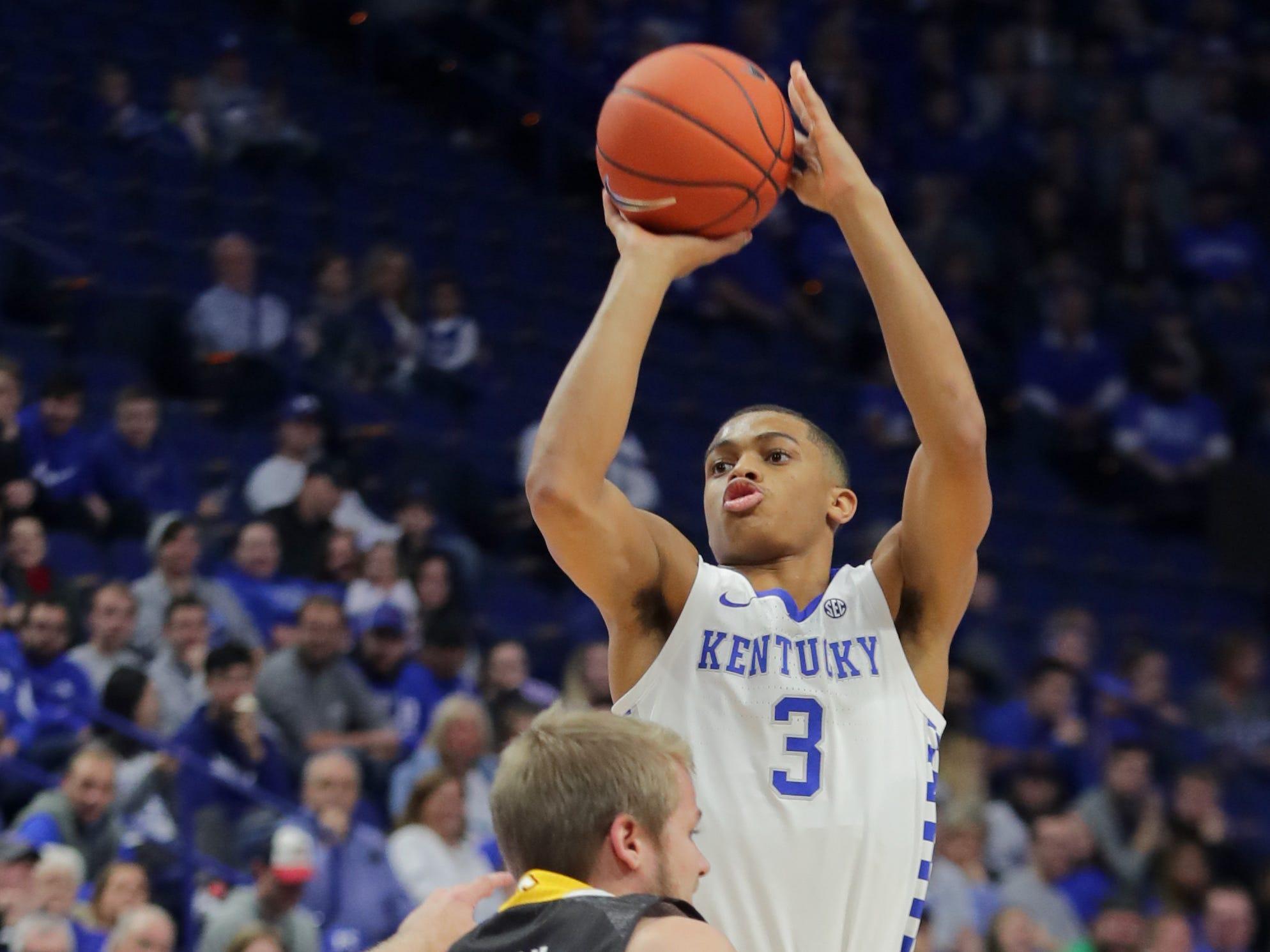 Kentucky's P.J. Washington scores over Winthrop's Bjorn Browan.  Nov. 21, 2018