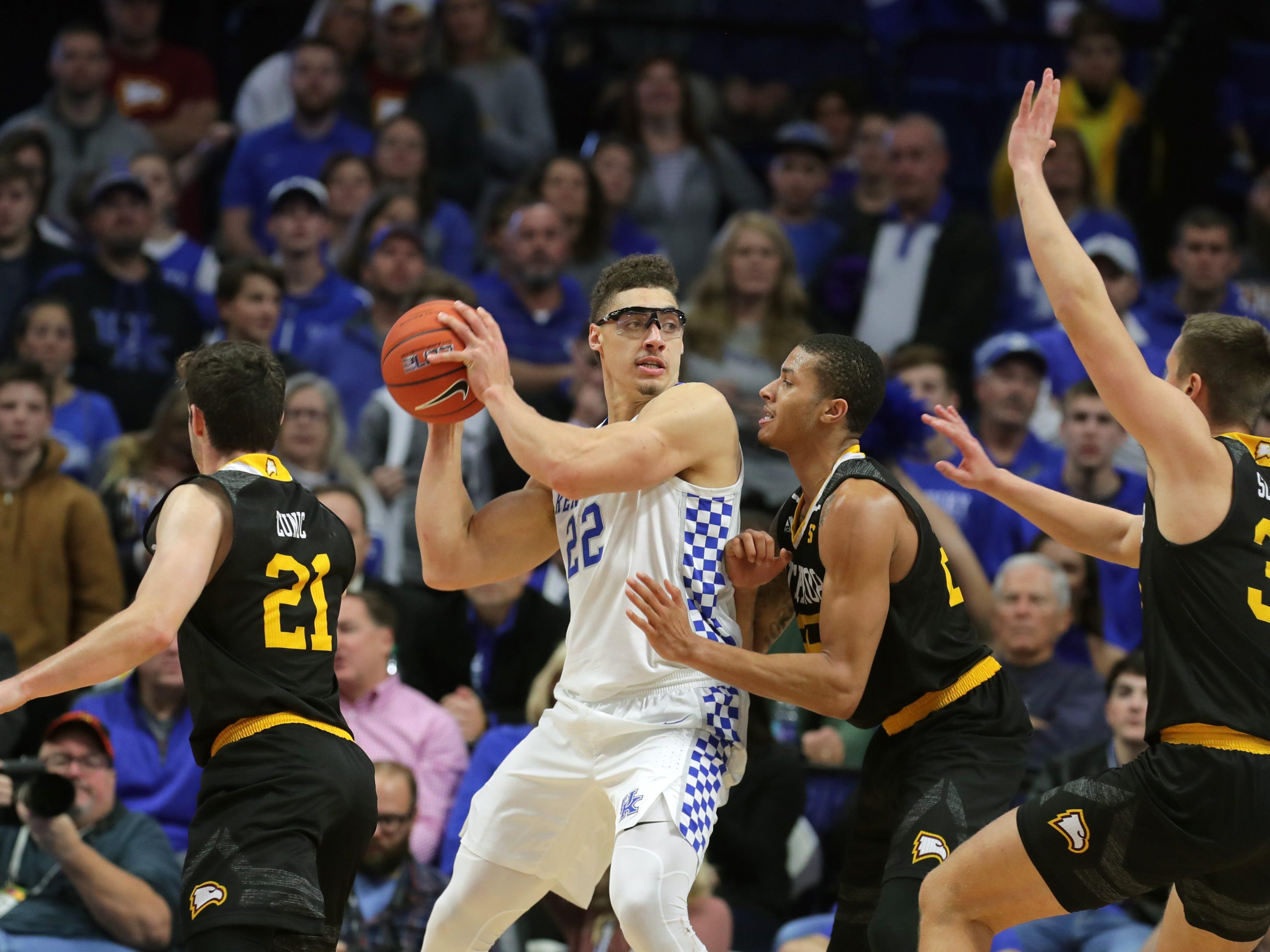 Kentucky's Reid Travis draws plenty of attention from the Winthrop defenders. Nov. 21, 2018
