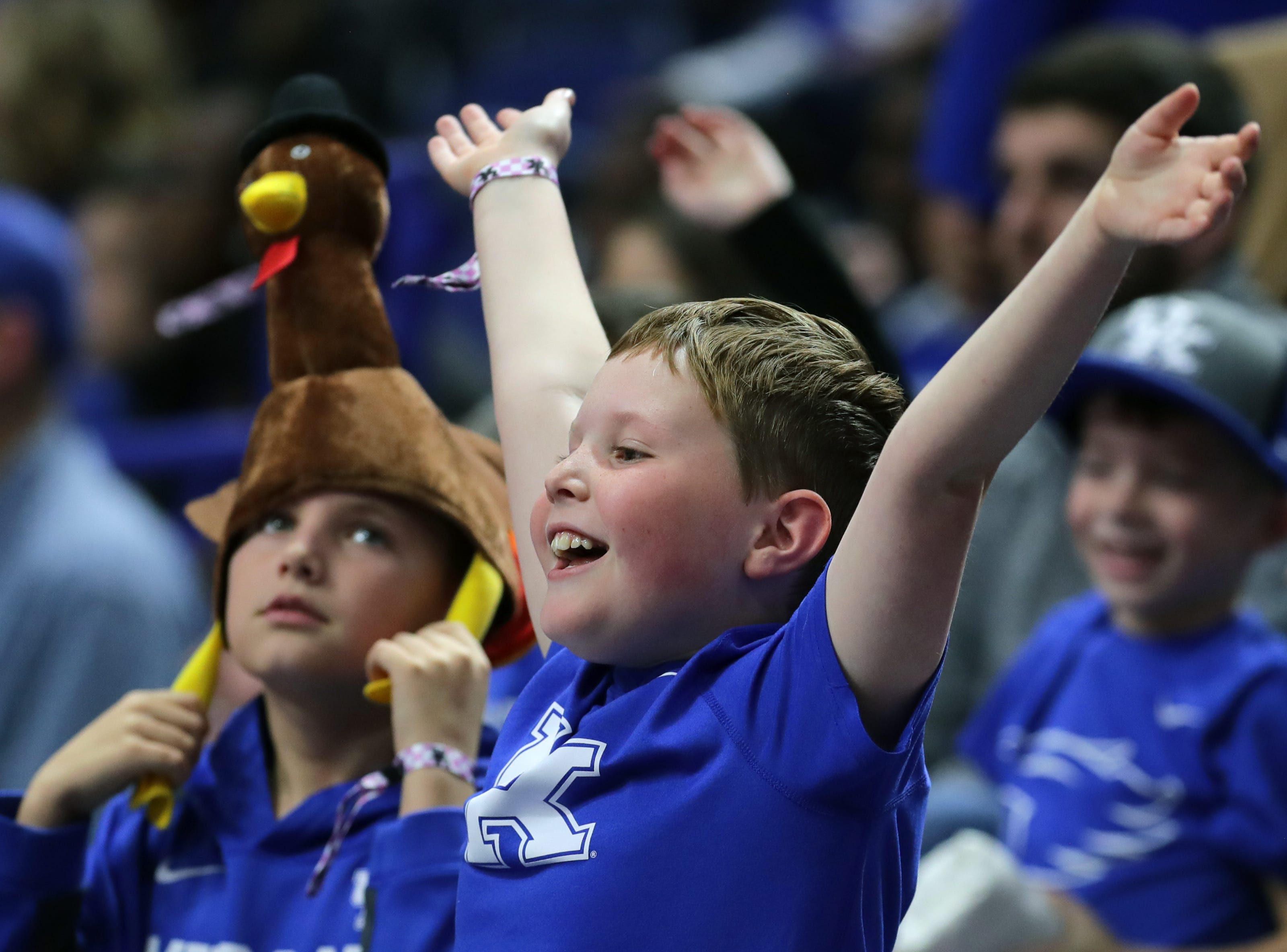 Kentucky fans try to get free t-shirts. Nov. 21, 2018
