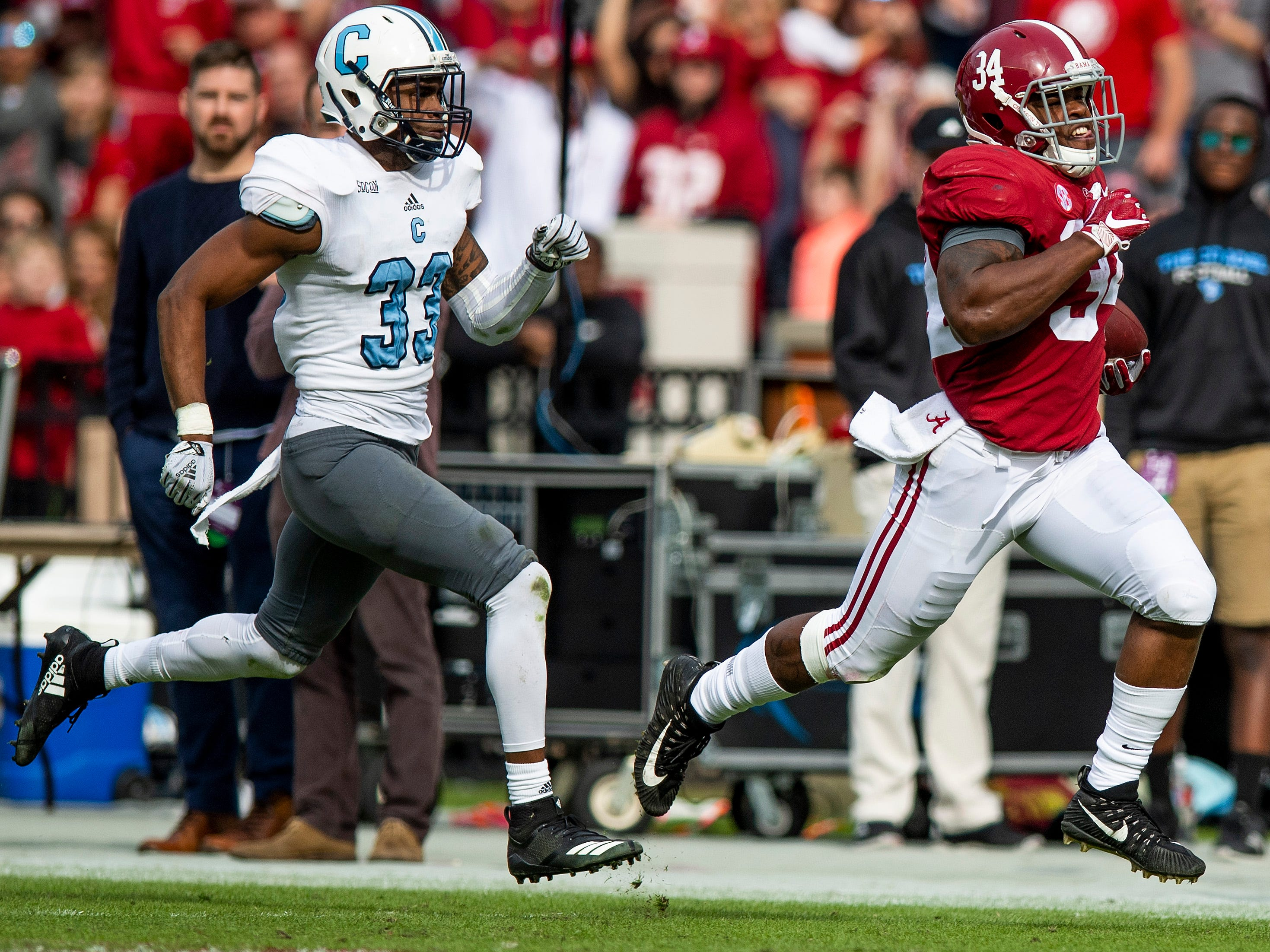 Alabama running back Damien Harris (34) carries the ball against The Citadel in second half action at Bryant-Denny Stadium in Tuscaloosa, Ala., on Saturday November 17, 2018.