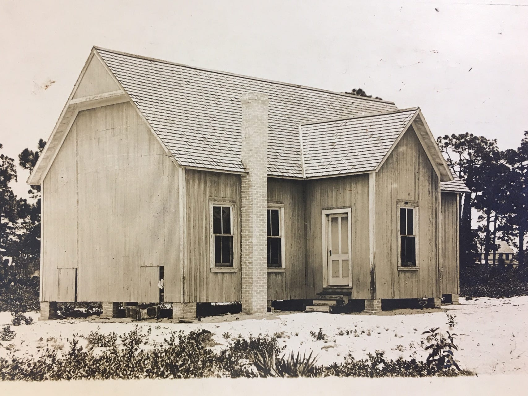 The public school building in Quay, pre-1920.