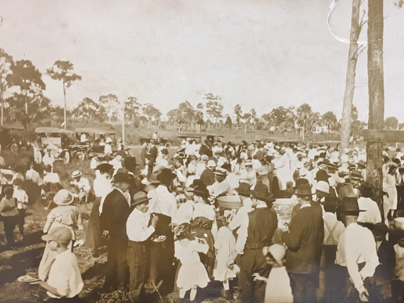 A gathering of residents for an anniversary celebration in Vero, Nov, 11, 1916.