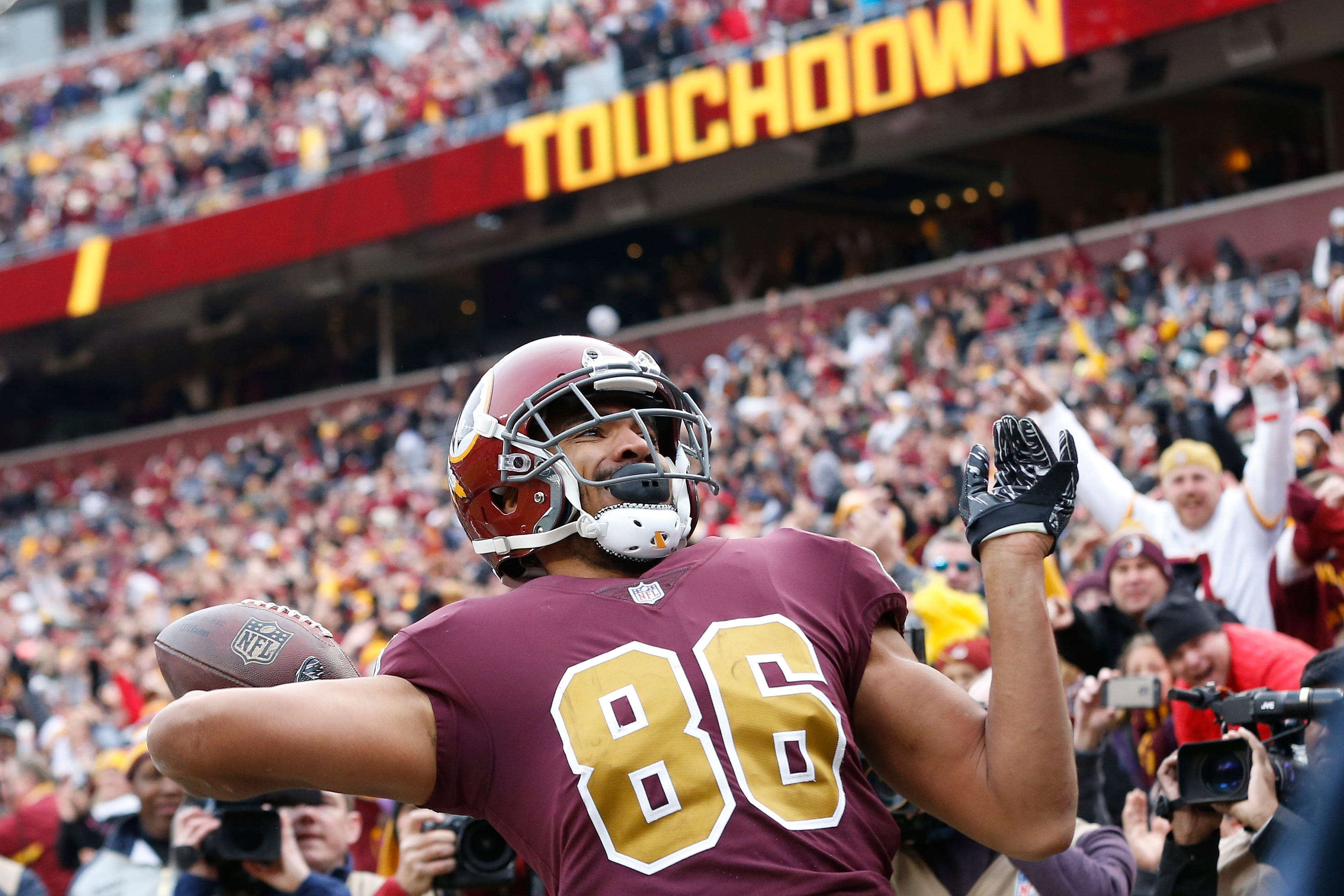 Redskins tight end Jordan Reed caught his first touchdown pass since Week 1 after Colt McCoy took over for an injured Alex Smith.