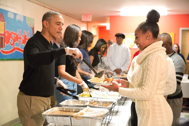 President Barack Obama and family serve Thanksgiving meals to homeless and at-risk veterans at Friendship Place on Nov. 25, 2015 in Washington.
