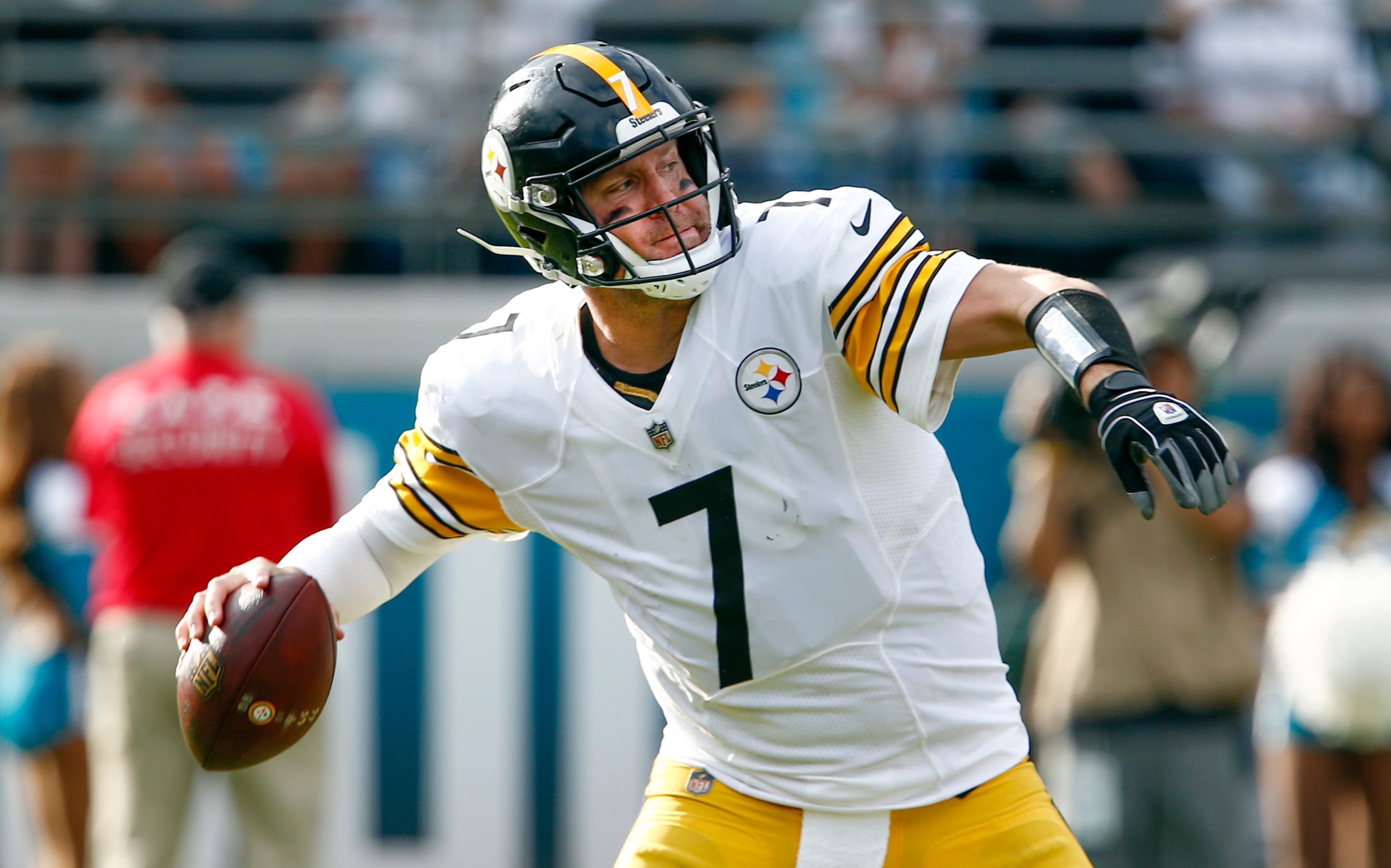 Steelers quarterback Ben Roethlisberger came on strong in Week 11 to finish with 314 passing yards and two touchdowns. He also had a rushing score.