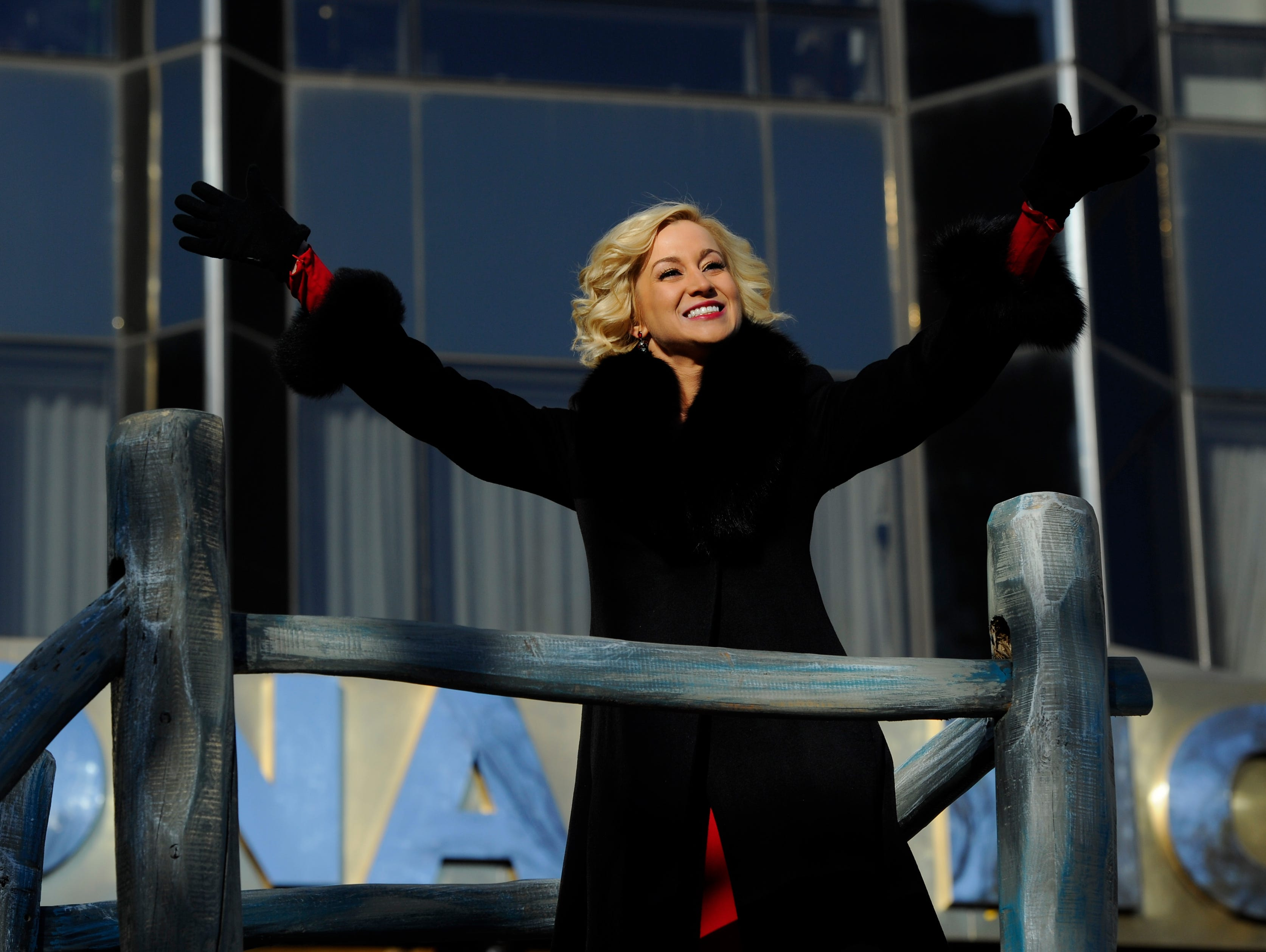 11/28/13 10:34:01 AM -- New York, NY, U.S.A  -- 87th Annual Macy's Thanksgiving Day Parade -- Kellie Pickler on a float Photo by Robert Deutsch, USA TODAY Staff