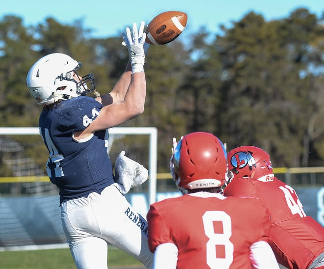 Shawnee's Joe Dalsey catches a touchdown pass during a 28-20 win over Lenape on Thanksgiving.