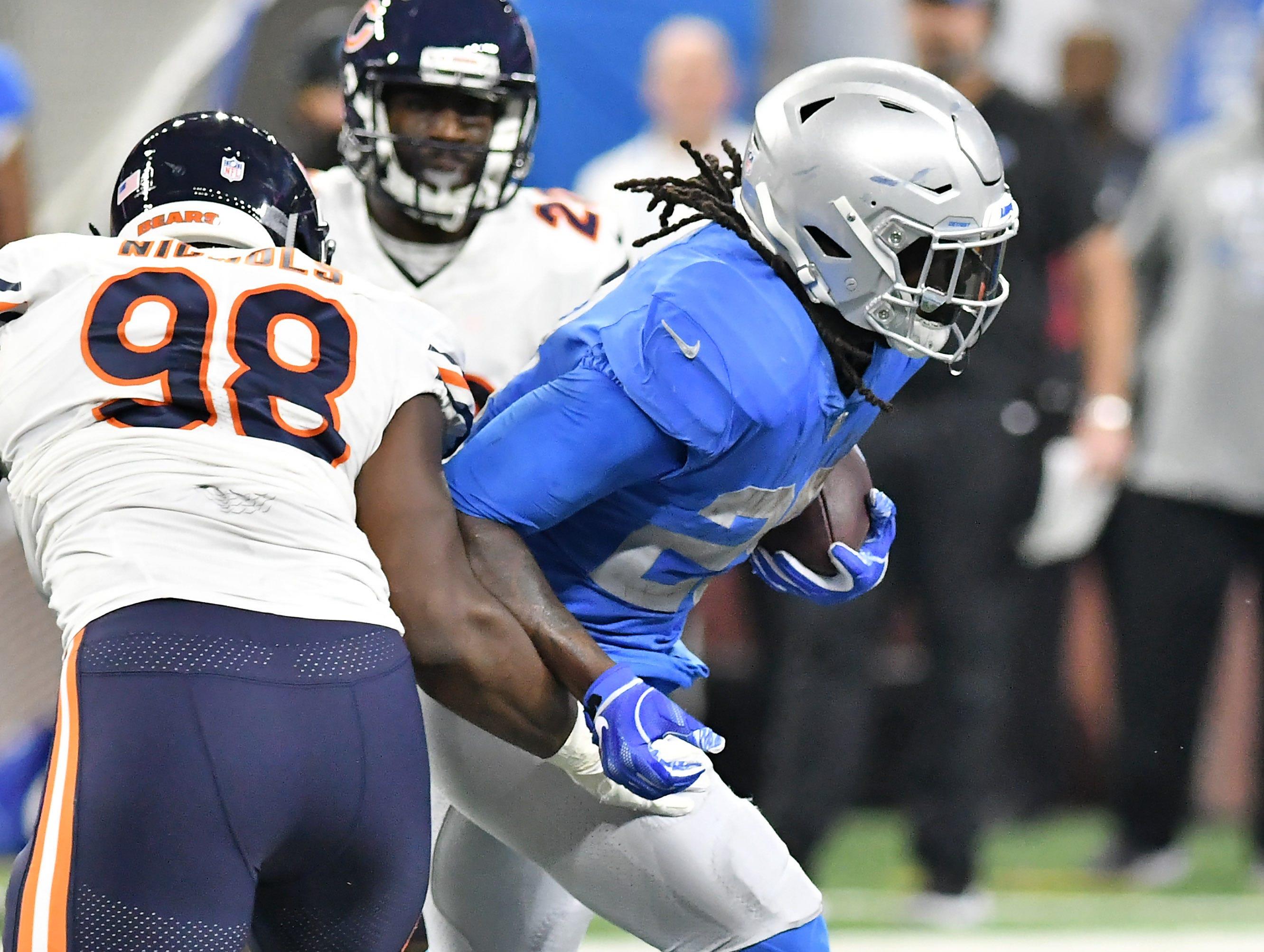 Lions running back LaGarrette Blount breaks free for long yardage In the fourth quarter.  Detroit Lions vs Chicago Bears on Thanksgiving Day at Ford Field in Detroit on Nov. 22, 2018.  Bears win, 23-16.(Robin Buckson / Detroit News)