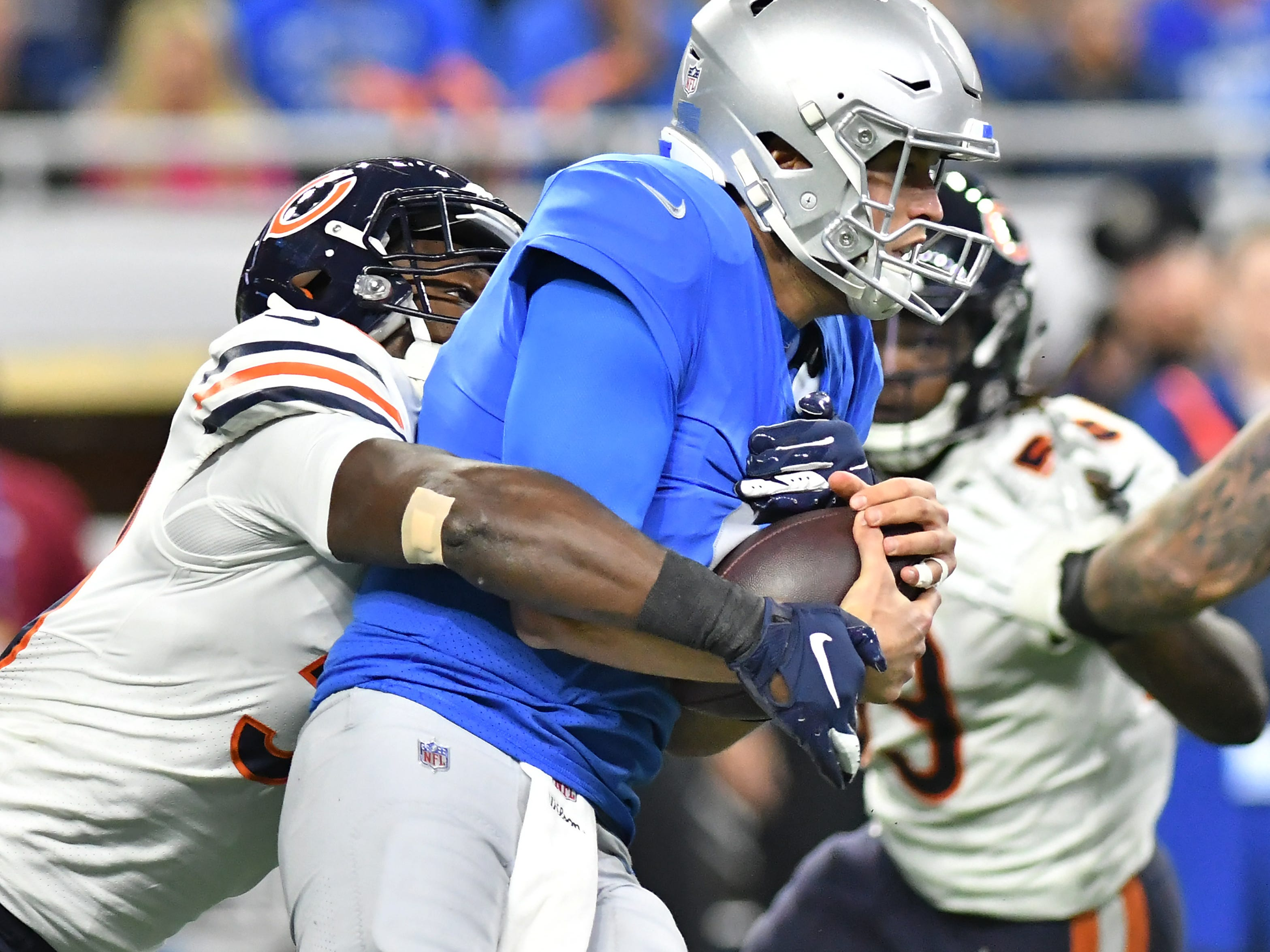 Bears' Roquan Smith comes in to sack Lions quarterback Matthew Stafford In the second quarter. Detroit Lions vs Chicago Bears on Thanksgiving Day at Ford Field in Detroit on Nov. 22, 2018. (Robin Buckson / Detroit News)