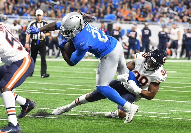 Lions running back LeGarrette Blount picked up the slack in Kerryon Johnson's absence, rushing for 88 yards and two touchdowns in Thursday's game against the Bears.