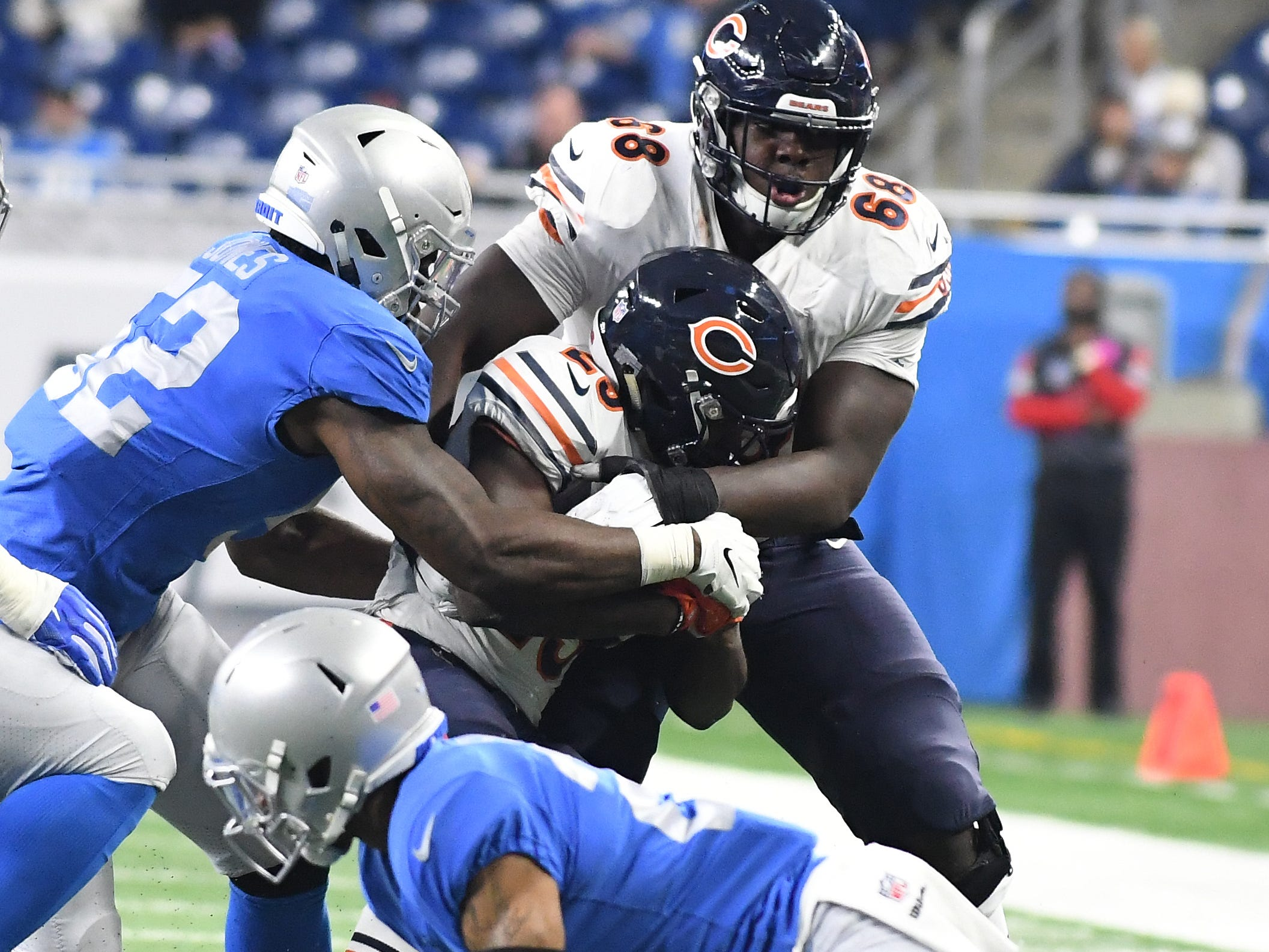 Bears' James Daniel drags running back Tarik Cohen over the first down line so that Chicago could run out the clock late in the fourth quarter.
