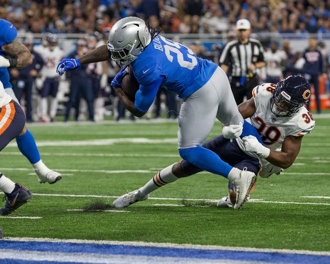 Running back LeGarrette Blount of the Detroit Lions breaks the tackle attempt by Adrian Amos of the Chicago Bears to score a touchdown in the second quarter.