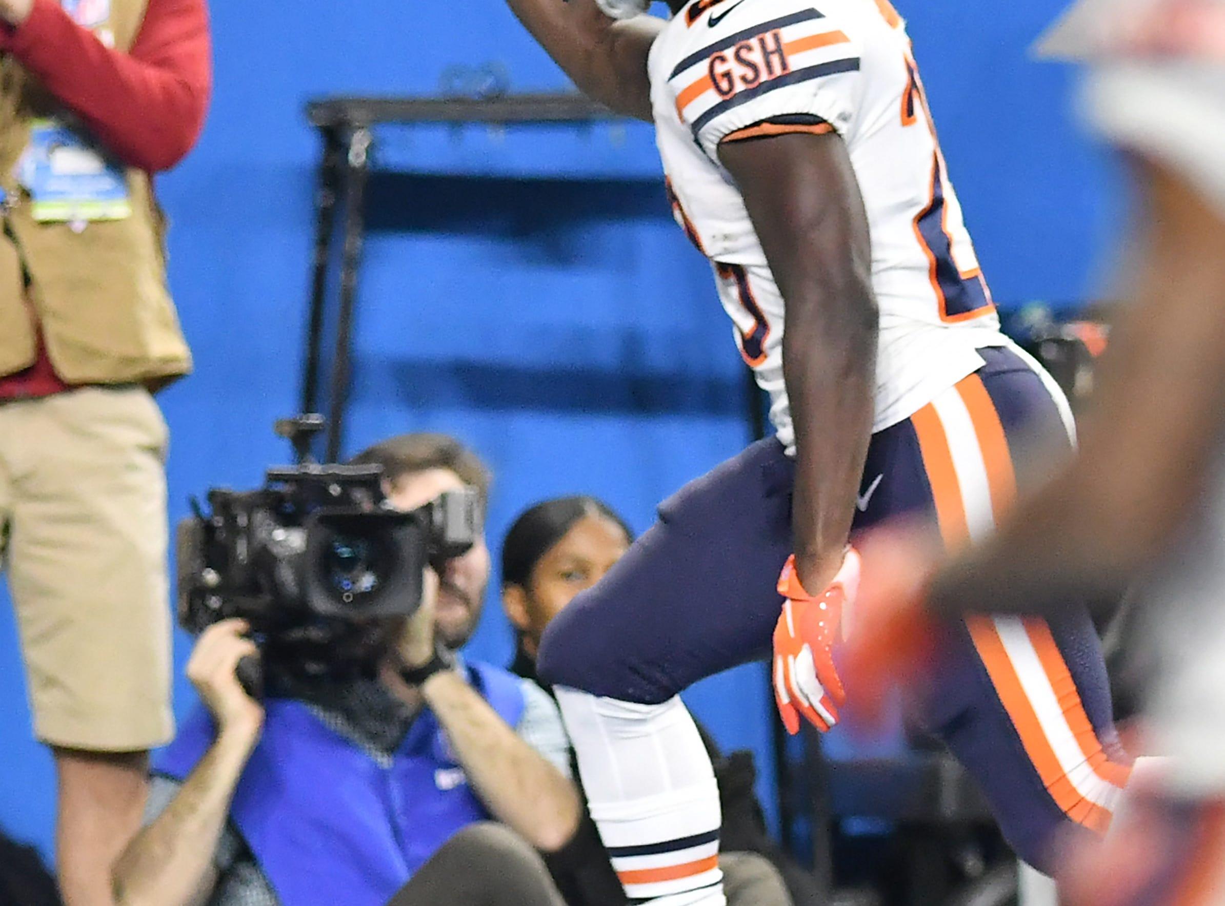 Bears' Tarik Cohen runs to the endzone for a touchdown In the fourth quarter.