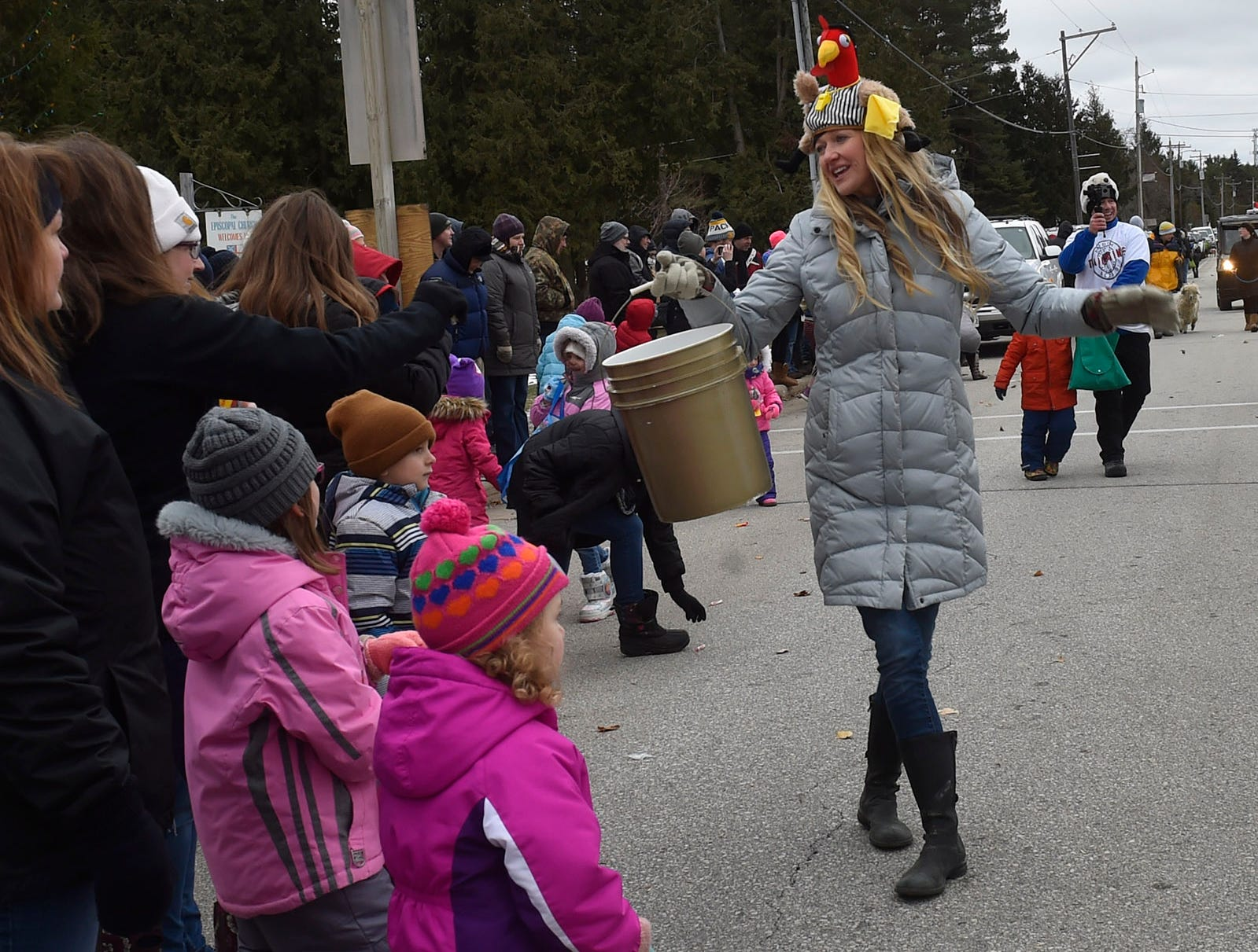 Volunteer Lindsay De Young collecting for the the community fund raising Thanksgiving Day Parade in Jacksonport on Thursday, Nov. 22, 2018. Tina M. Gohr/USA TODAY NETWORK-Wisconsin