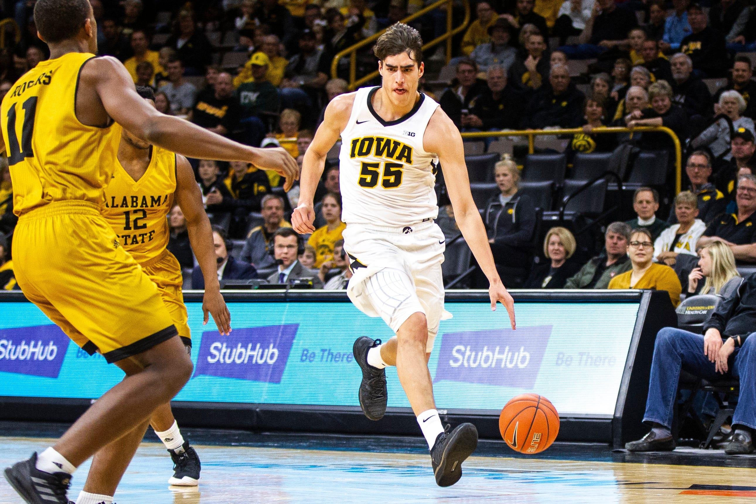 iowa basketball: luka garza helps no. 15 hawkeyes to an unbeaten start