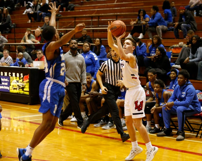 Avery Beaver made 4 of 8 3-pointers in Monday's win over McCutcheon.