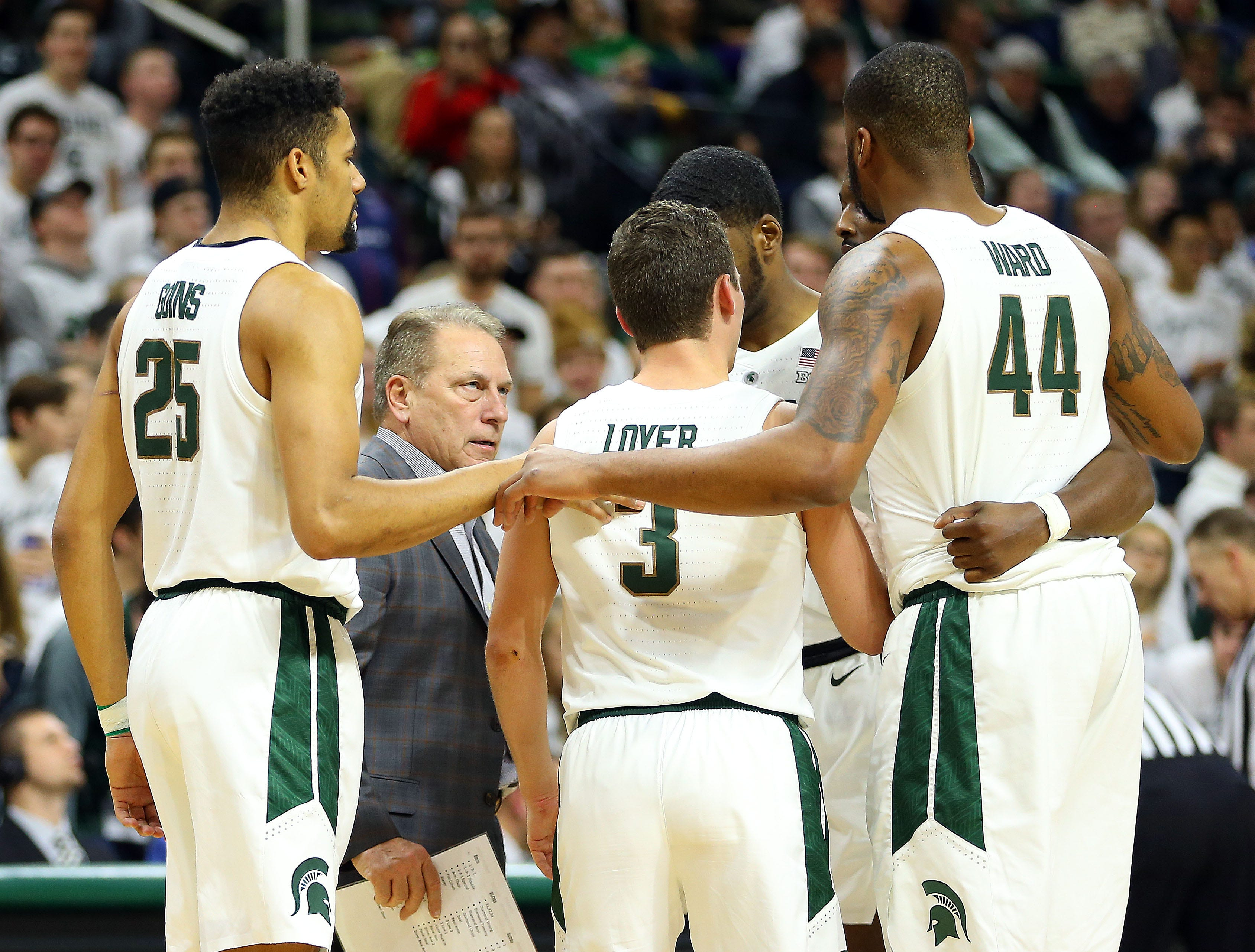 Nov 11, 2018; East Lansing, MI, USA; Michigan State Spartans head coach Tom Izzo talks with forward Kenny Goins (25) and guard Foster Loyer (3) and forward Nick Ward (44) during the second half of a game against the Florida Gulf Coast Eagles at the Breslin Center. Mandatory Credit: Mike Carter-USA TODAY Sports