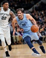 Memphis Grizzlies' Omri Casspi (18) drives around San Antonio Spurs' Rudy Gay during the first half of an NBA basketball game Wednesday, Nov. 21, 2018, in San Antonio. (AP Photo/Darren Abate)