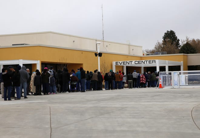 A line stretches to the Farmington Civic Center door, Thursday, Nov. 22, 2018, prior to the start of the annual community Thanksgiving dinner.