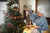 Event highlights challenges, joys of 1918 holiday season