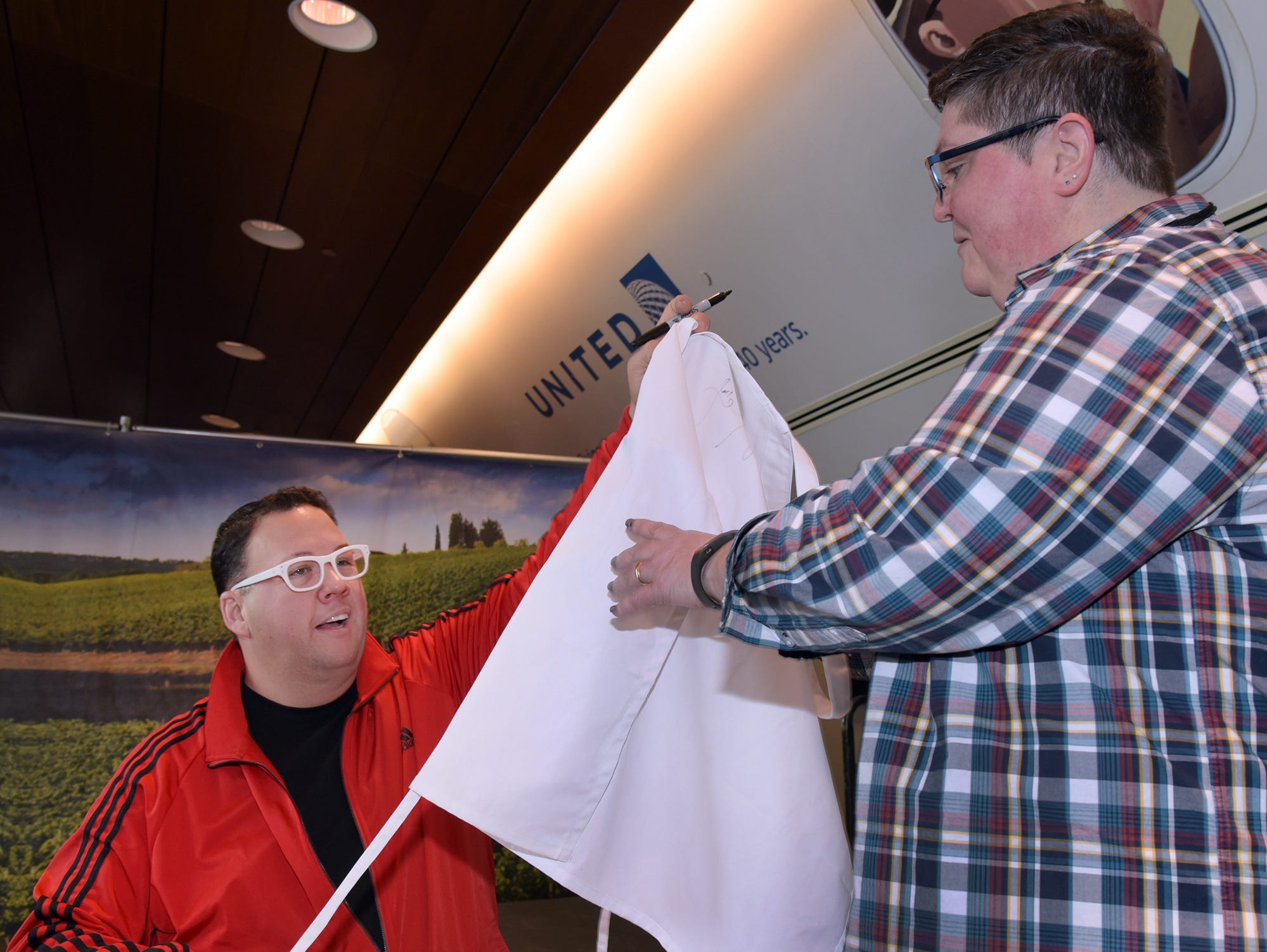 Graham Elliot, TV personality and chef, talked about his love of Chicago's dining scene.