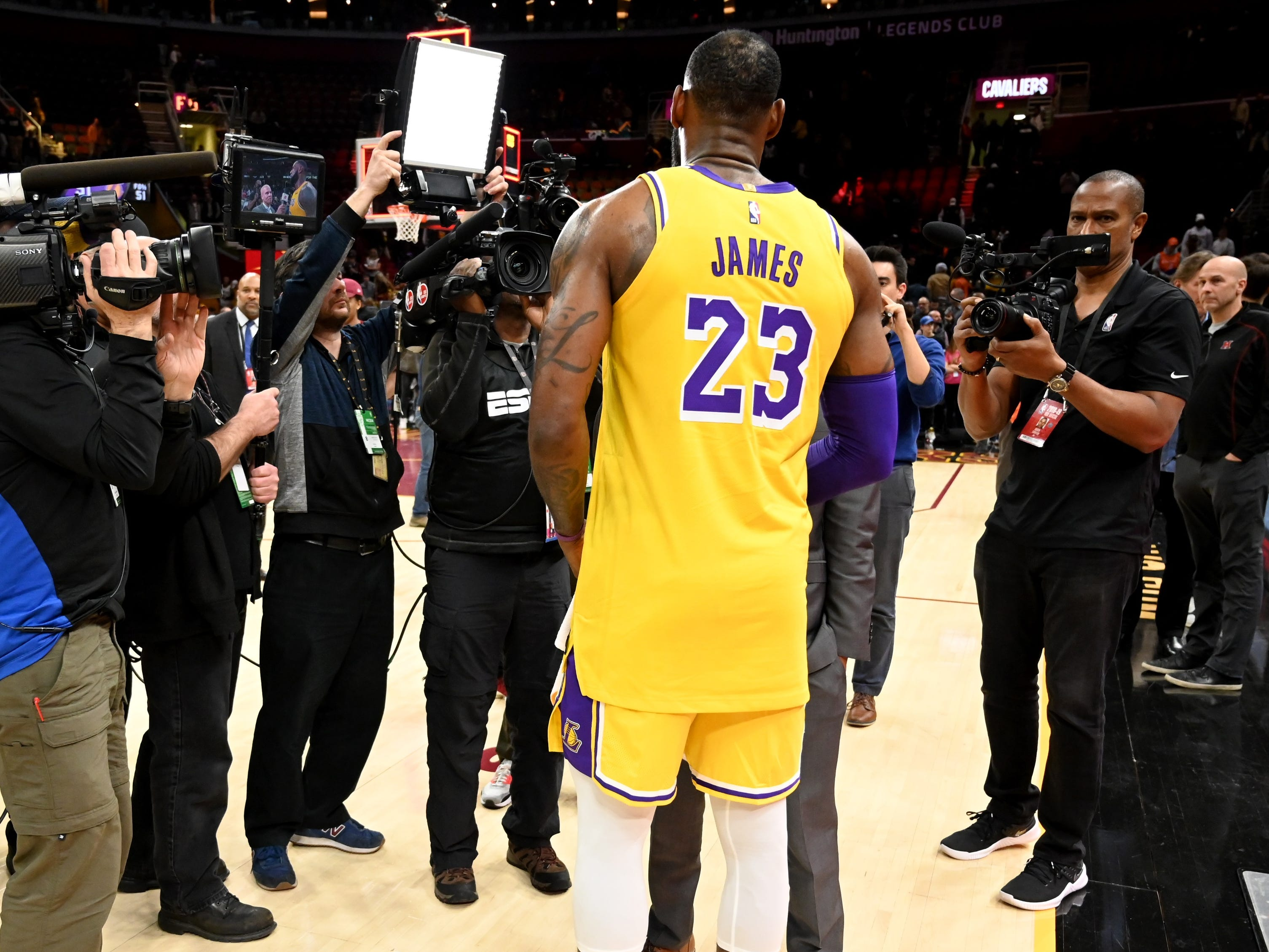 Nov. 21, 2018: LeBron James received a hero's welcome when he returned to Cleveland for the first time as a member of the Lakers.
