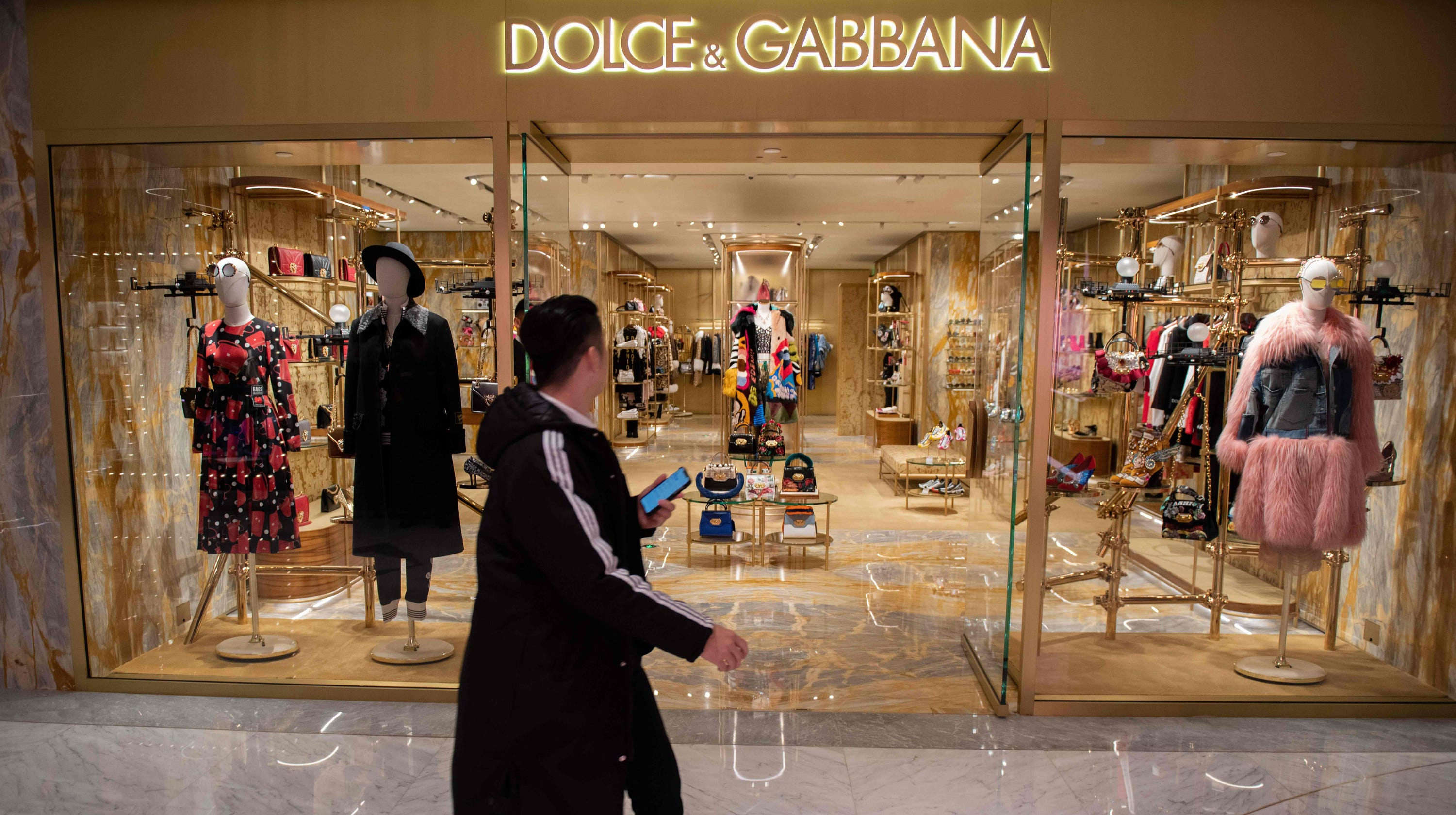 57f2396dc Dolce and Gabbana apologize following backlash over 'racist' ads