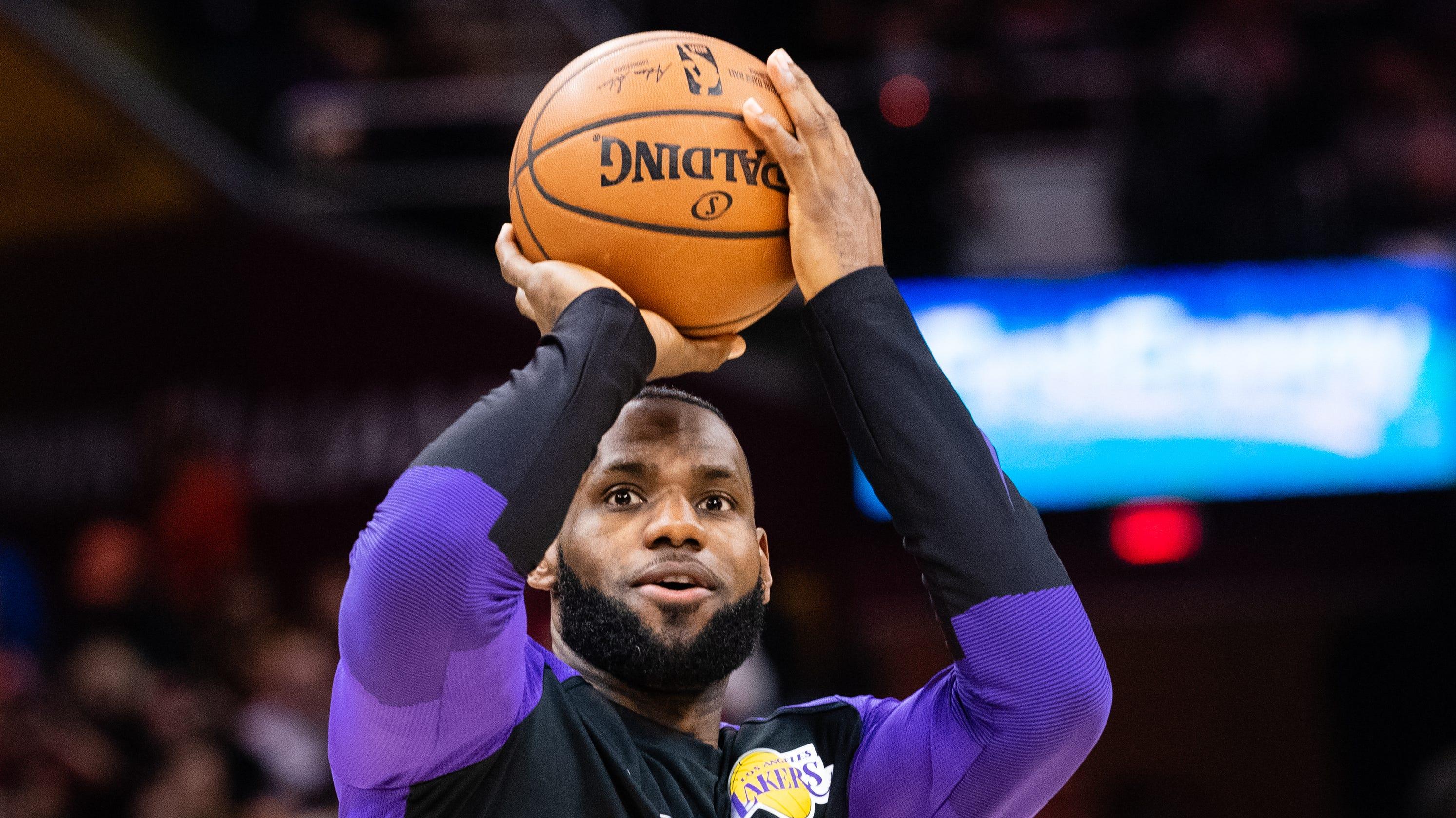 280a25864 LeBron James  return  Cavaliers fans give star ovation