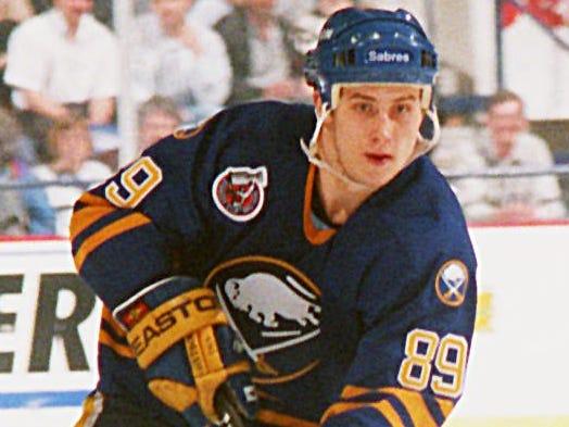 89. Alexander Mogilny (1992-2006)