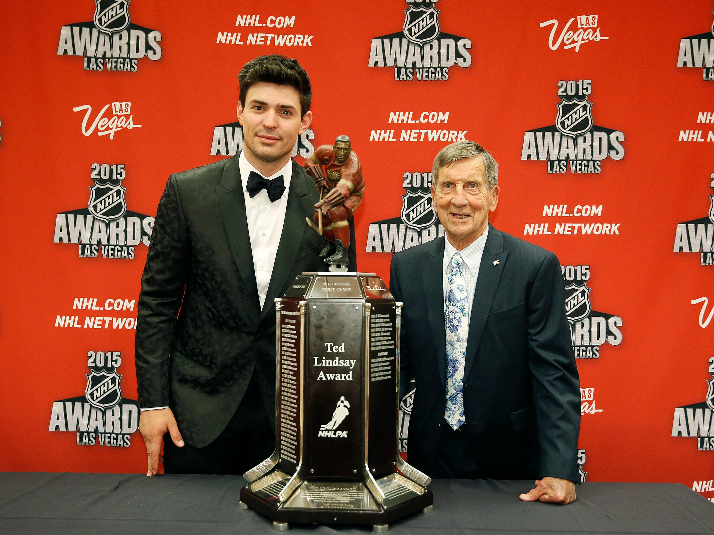 Carey Price of the Montreal Canadiens and Ted Lindsay, with the Ted Lindsay award pose after Price won the award at the NHL Awards show Wednesday, June 24, 2015, in Las Vegas.