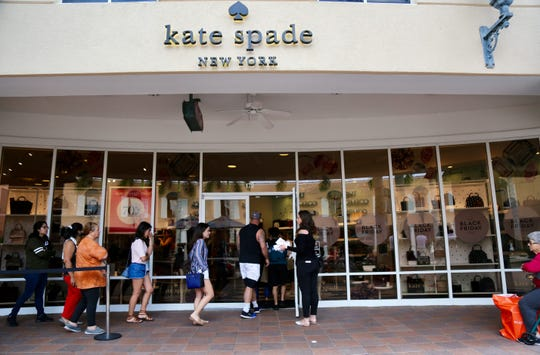 Customers line up at Kate Spade on Friday, Nov. 23, 2018.