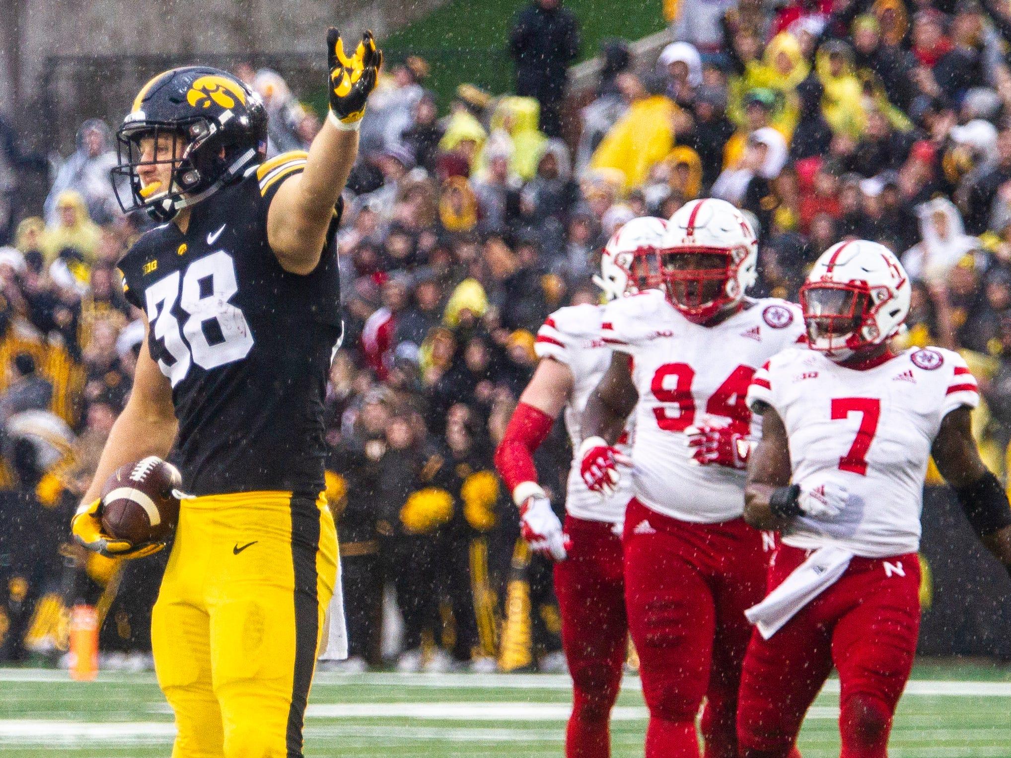 T.J. Hockenson becomes second Iowa tight end to win Mackey Award