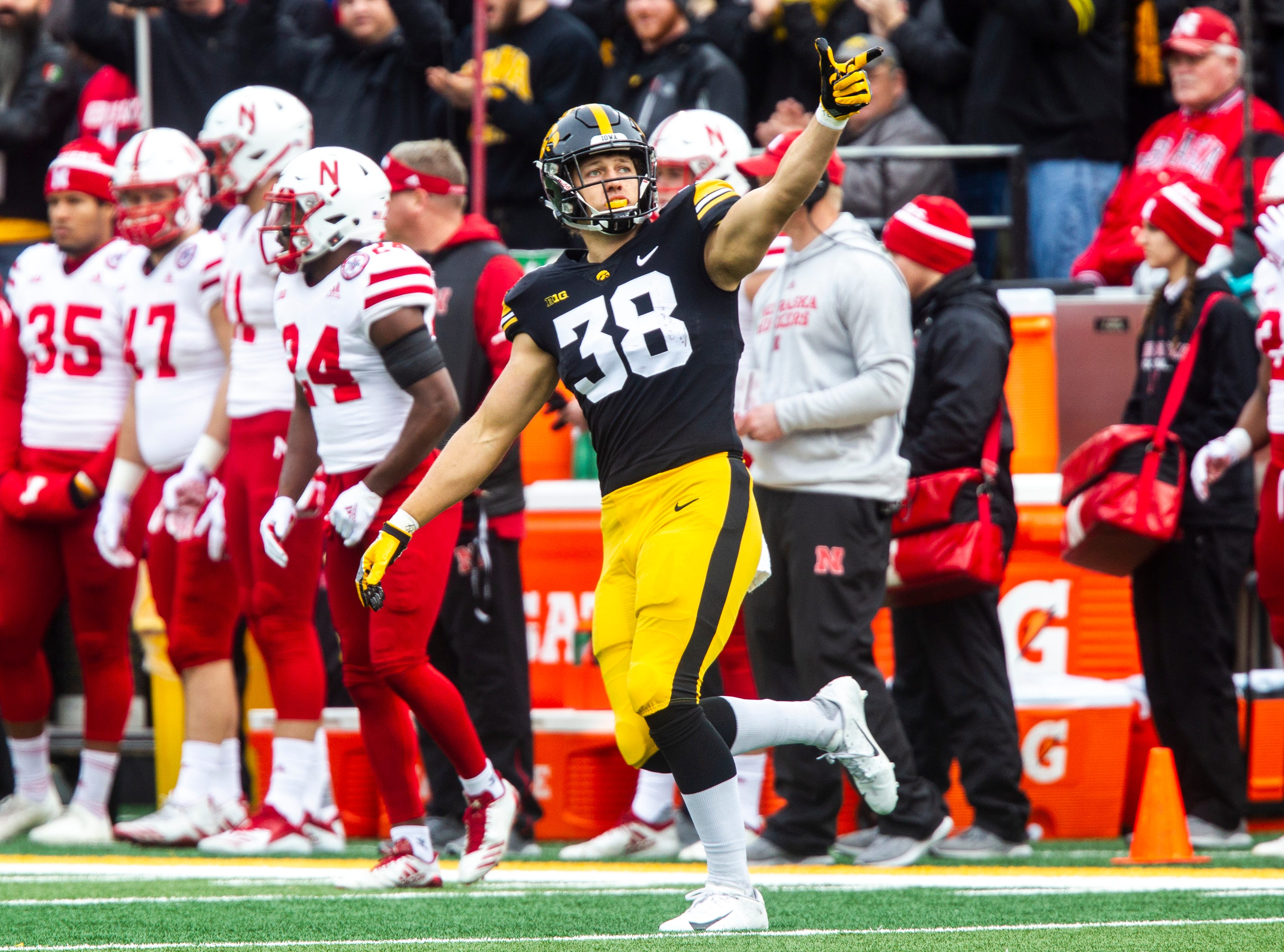 T.J. Hockenson plans to leave Iowa football, enter 2019 NFL Draft