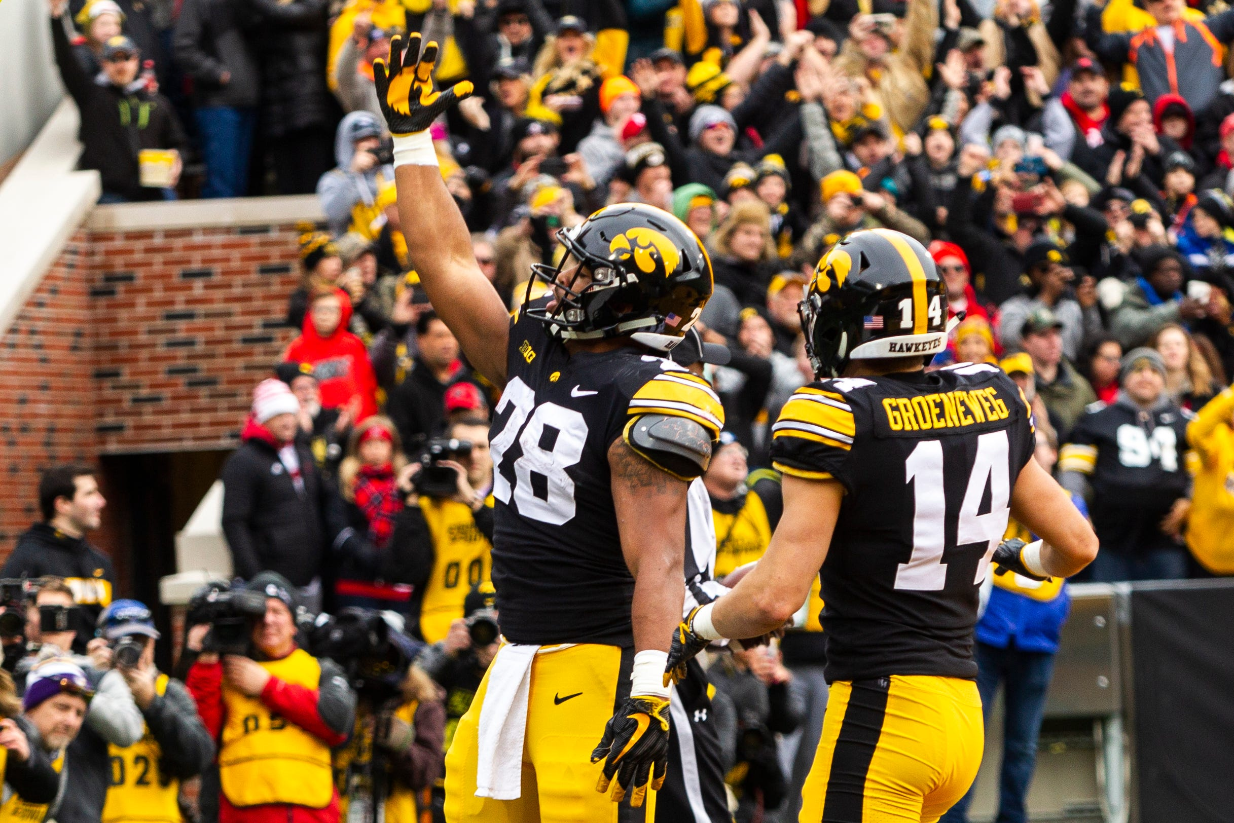 newest 8c376 65551 Iowa football: Keegan Render, Ross Reynolds help pave the ...