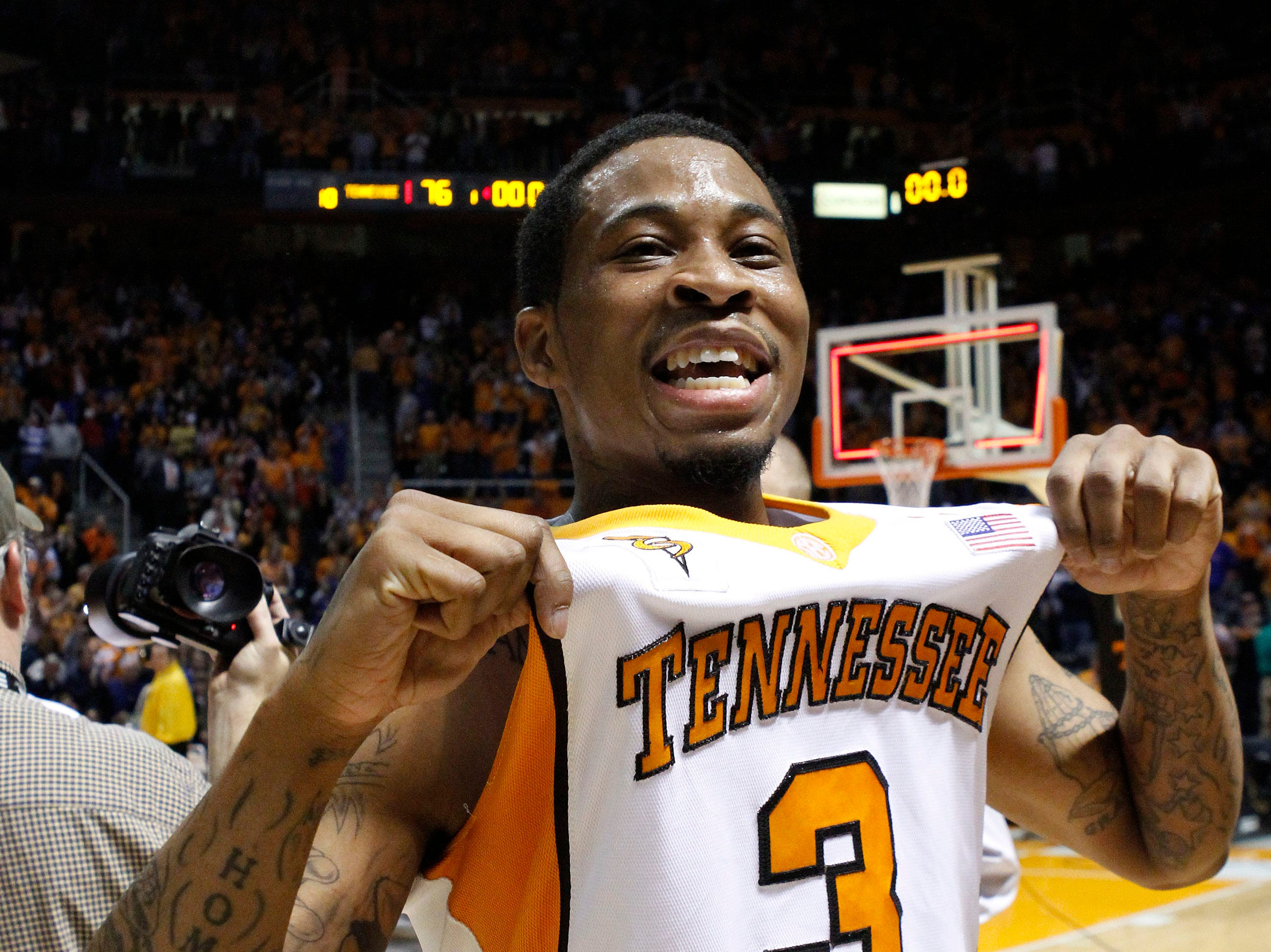 Tennessee's Bobby Maze (3) celebrates the team's win over No. 1-ranked Kansas during an NCAA college basketball game Sunday, Jan. 10, 2010, in Knoxville, Tenn. Tennessee won 76-68. (AP Photo/Lisa Norman-Hudson)