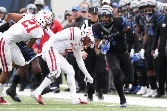 Memphis' Tony Pollard runs the ball along the sideline against Houston Cougars as the Tigers win the AAC West title 52-31 at the Liberty Bowl on Friday, Nov. 23, 2018.