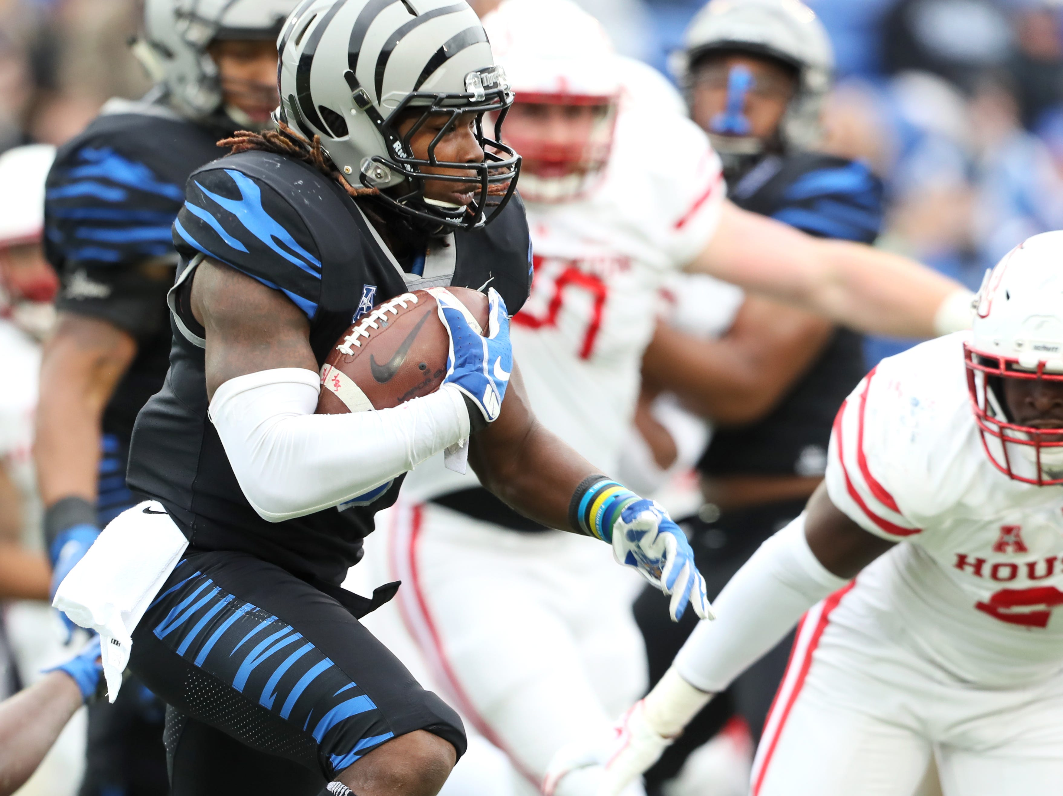 Memphis' Darrell Henderson runs the ball against  theHouston Cougars as the Tigers win the AAC West title 52-31 at the Liberty Bowl on Friday, Nov. 23, 2018.