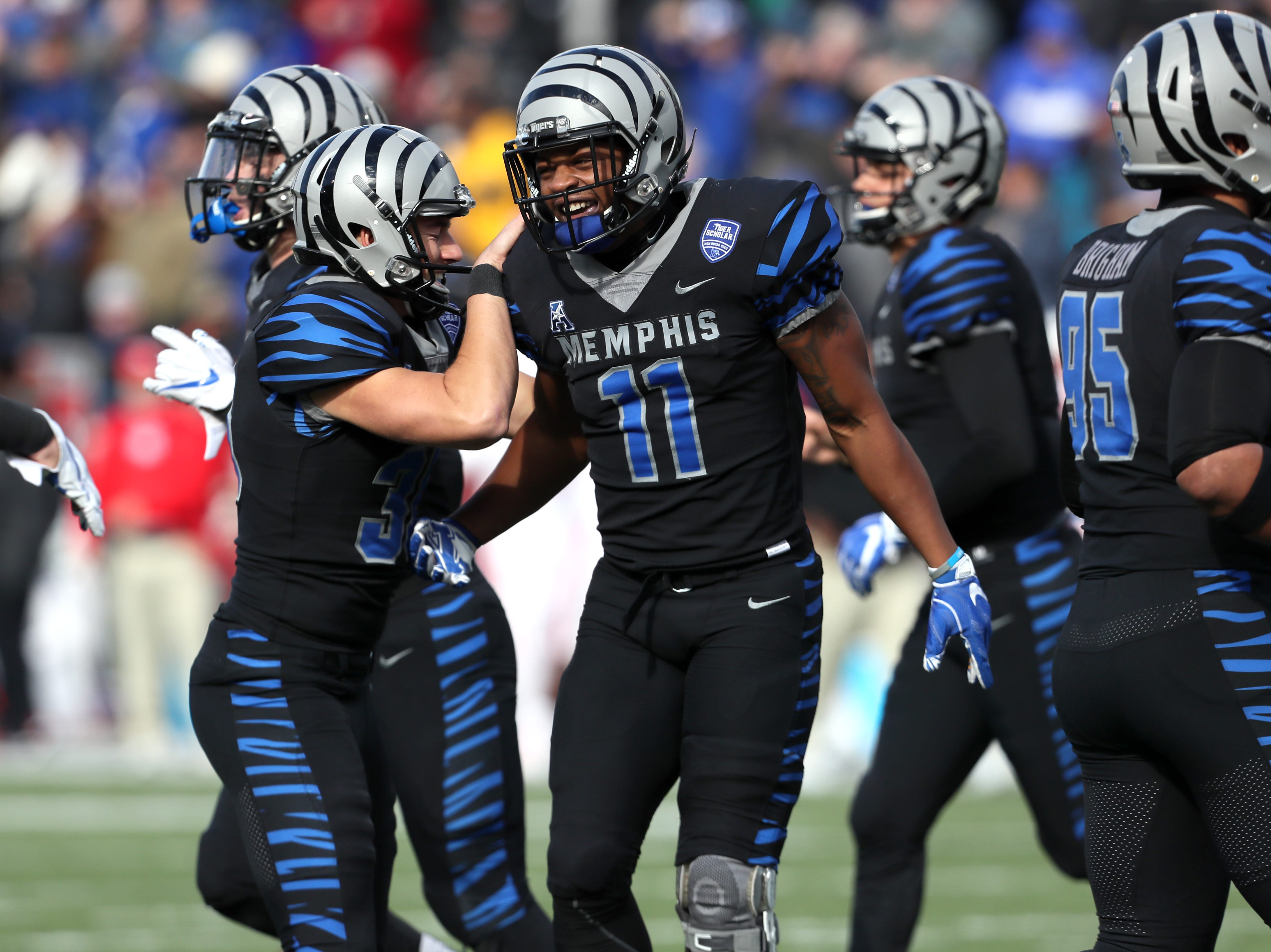 Memphis' Sam Craft celebrates his touchdown witrh teammates against the Houston Cougars as the Tigers win the AAC West title 52-31 at the Liberty Bowl on Friday, Nov. 23, 2018.