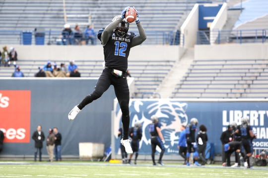 Memphis Tigers' La'Andre Thomas warms up before their game against the Houston Cougars at the Liberty Bowl on Friday, Nov. 23, 2018.