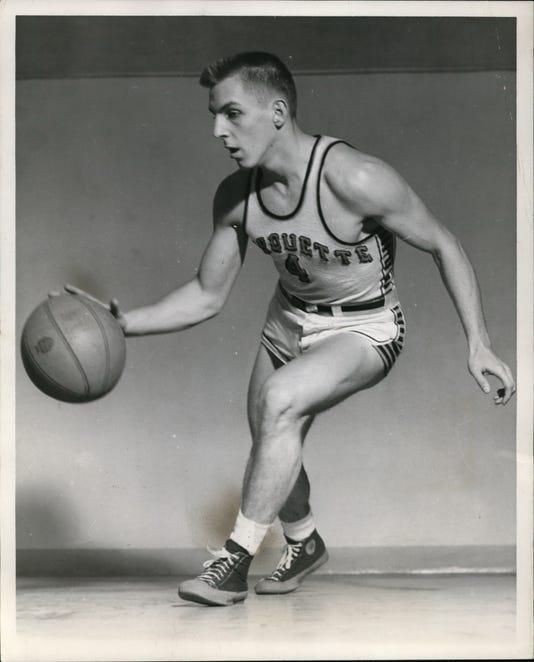 1961 Press Photo Gene Berceof Marquette Basketball Team