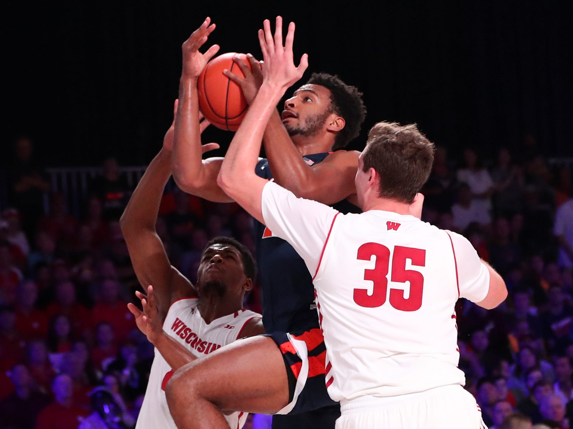 Virginia Cavaliers guard Braxton Key gets past Wisconsin's Nate Reuvers.