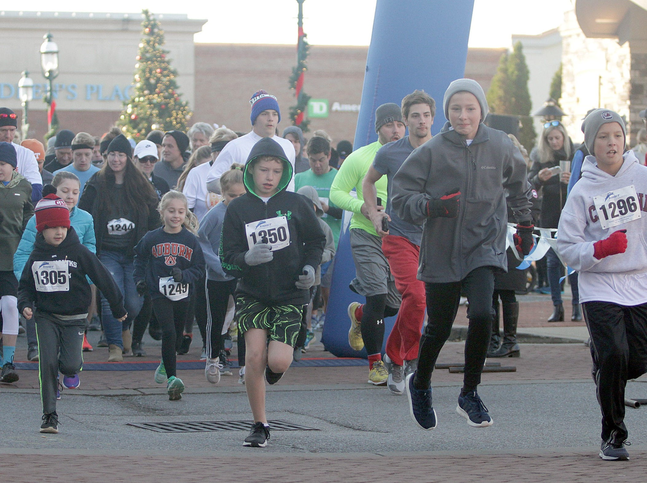 Runners begin their journey to the finish line in the Indian Lake Loop 2018 benefiting COMPASS on Thanksgiving Day at The Streets of Indian Lake.