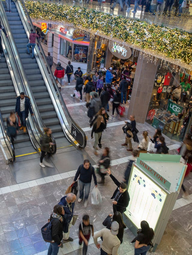 eac6fb82f11 Black Friday tradition alive and well at NJ's largest mall